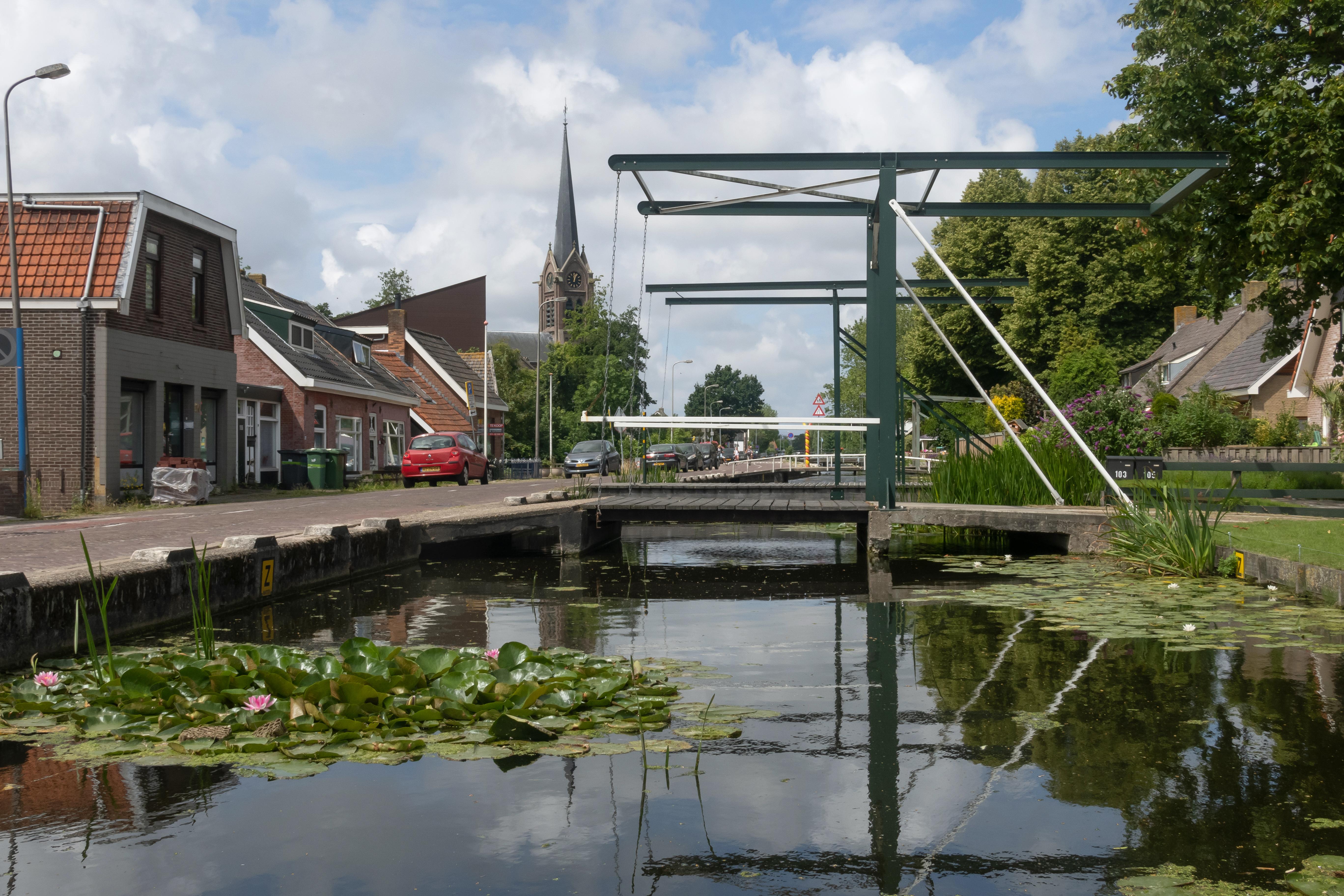 Fichier:Stompwijk, de Sint Laurentiuskerk langs de