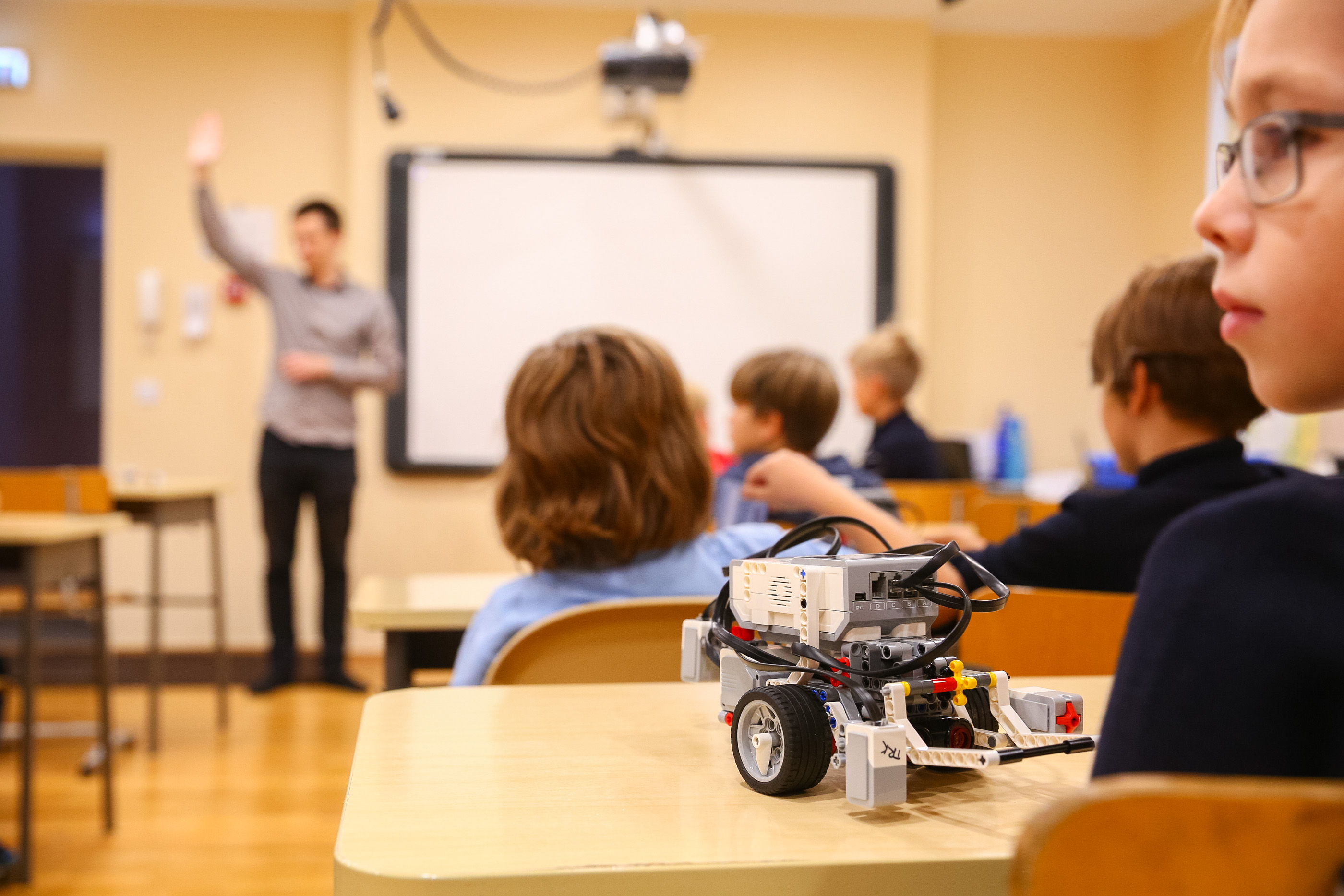 Introduction for elementary school children to coding through a robotics programme