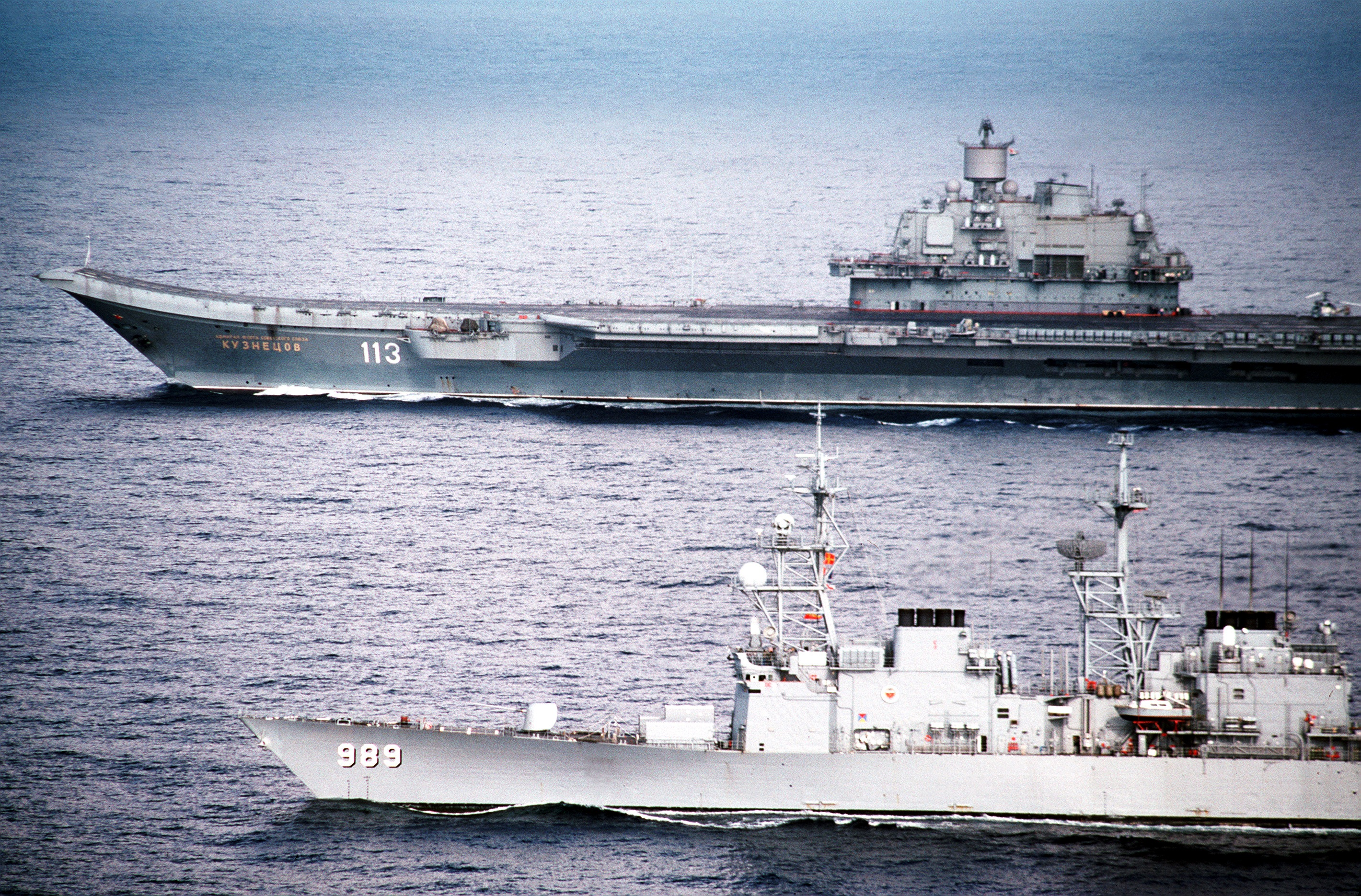 Project 2038.0: Steregushchy Corvette - Page 35 USS_Deyo_with_Admiral_Kuznetsov