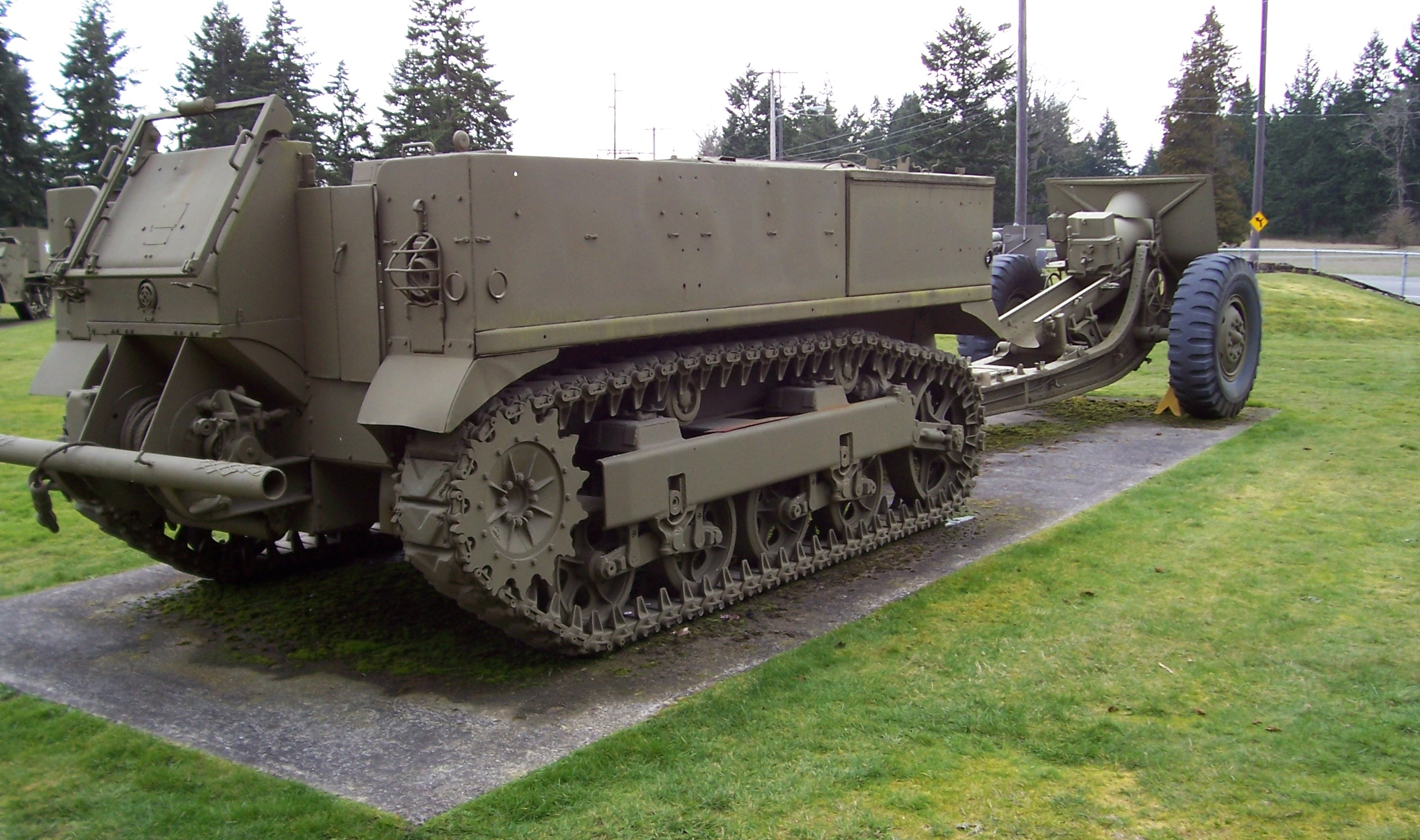 file ww2 artillery tractor fort wikimedia commons. Black Bedroom Furniture Sets. Home Design Ideas
