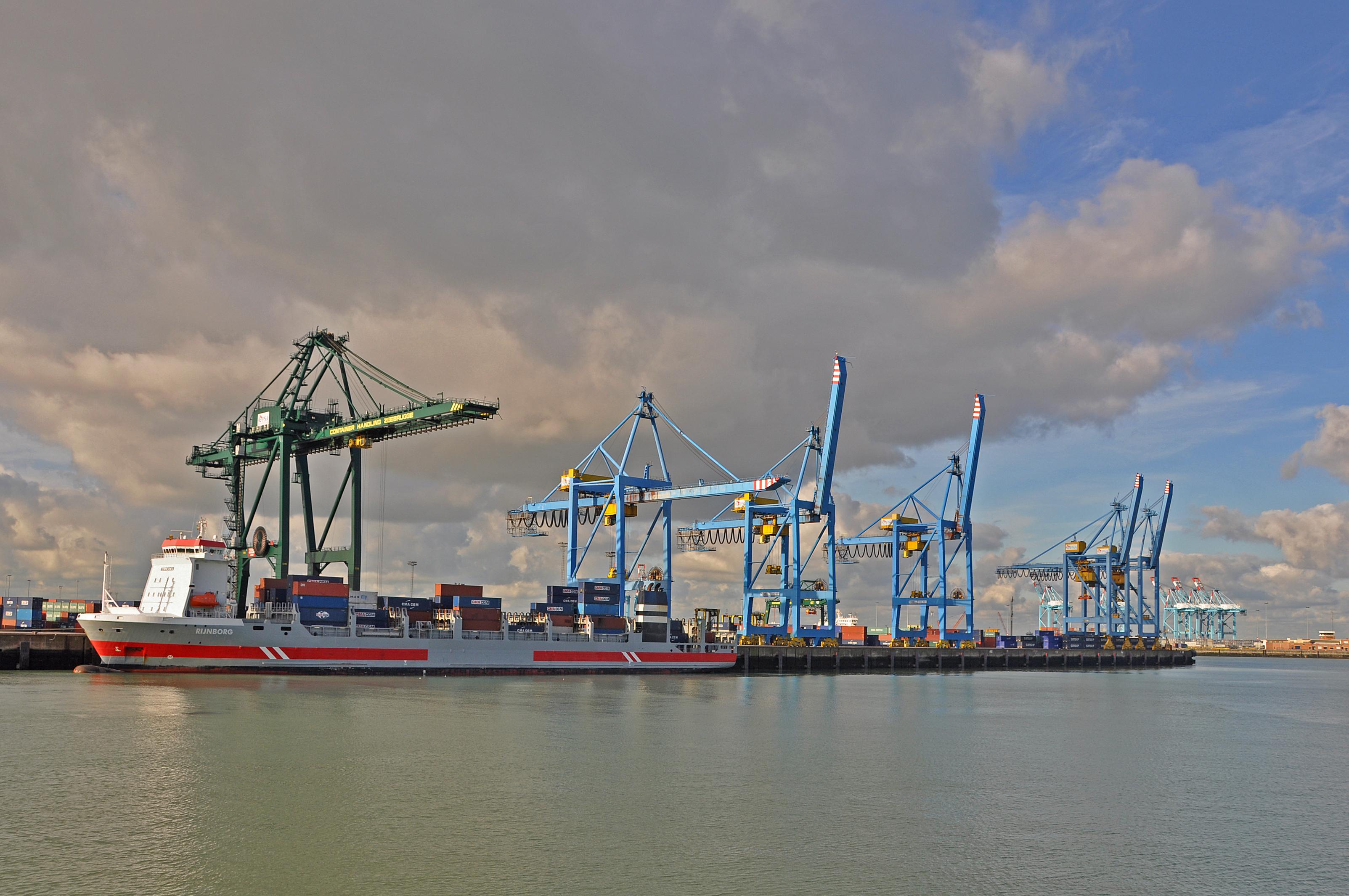 File zeebrugge containerkranen for Port zeebrugge
