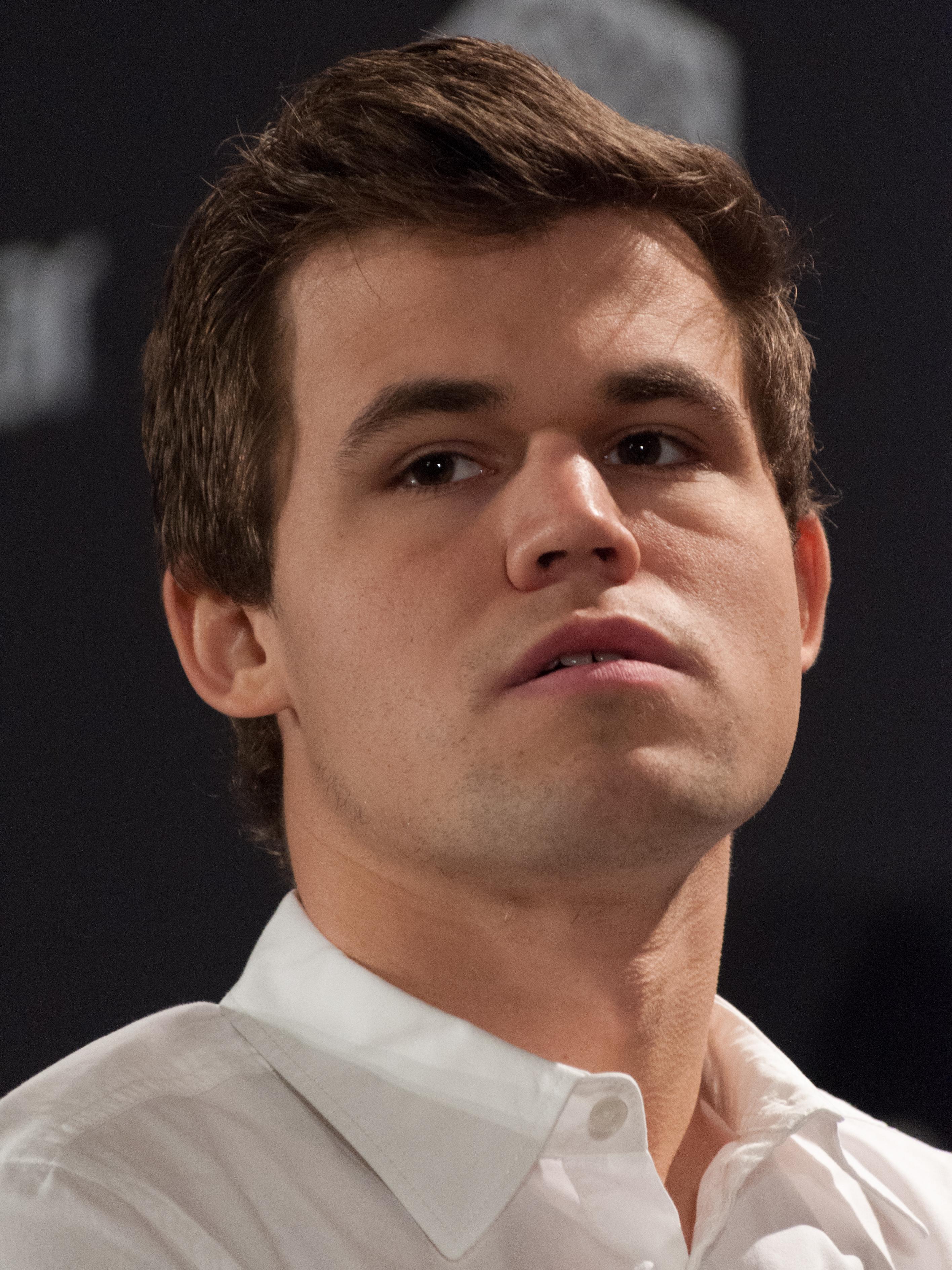 File:15-10-10-Magnus Carlsen-RalfR-N3S 2357.jpg - Wikimedia Commons