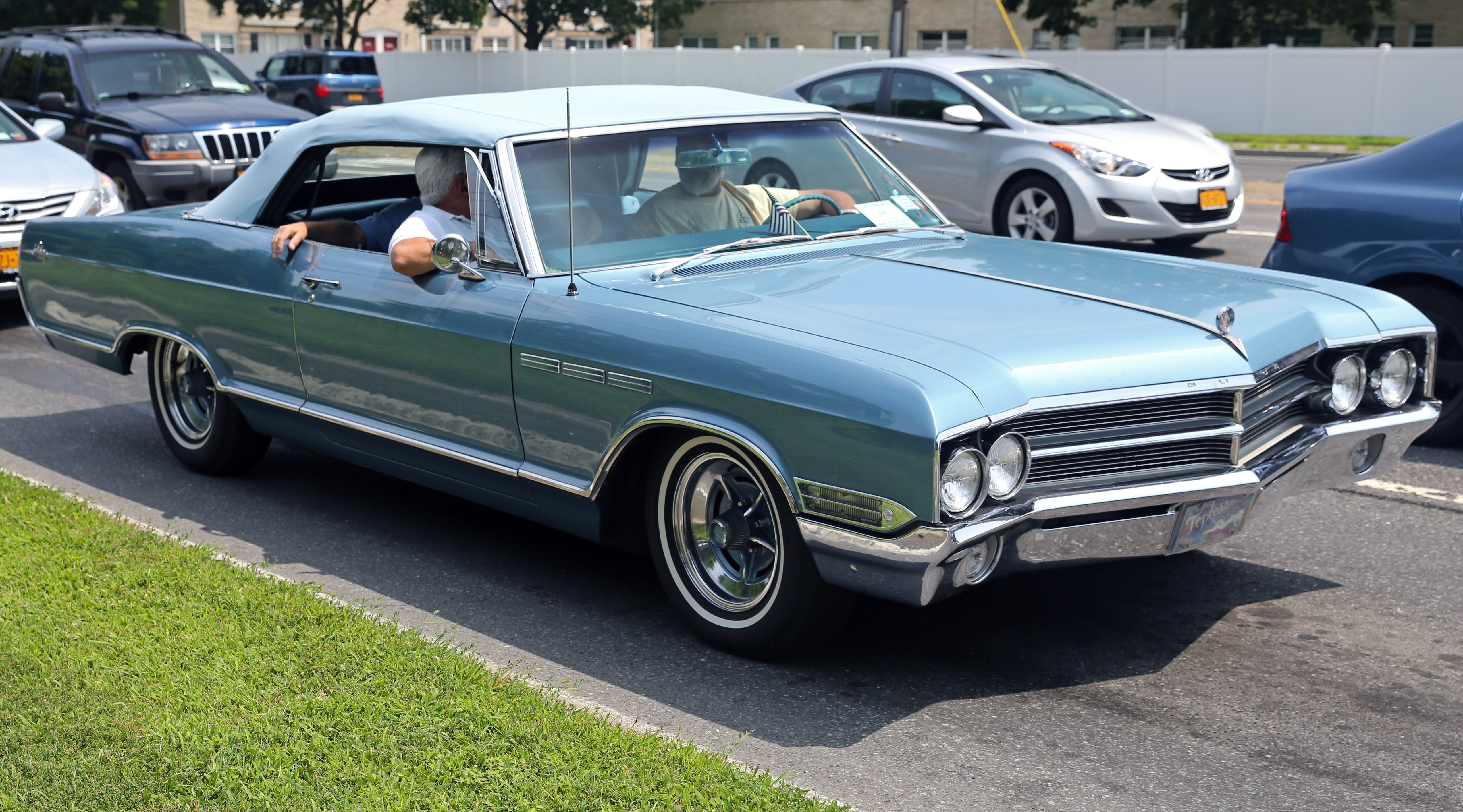 File:1965 Buick LeSabre convertible in blue, front right ...