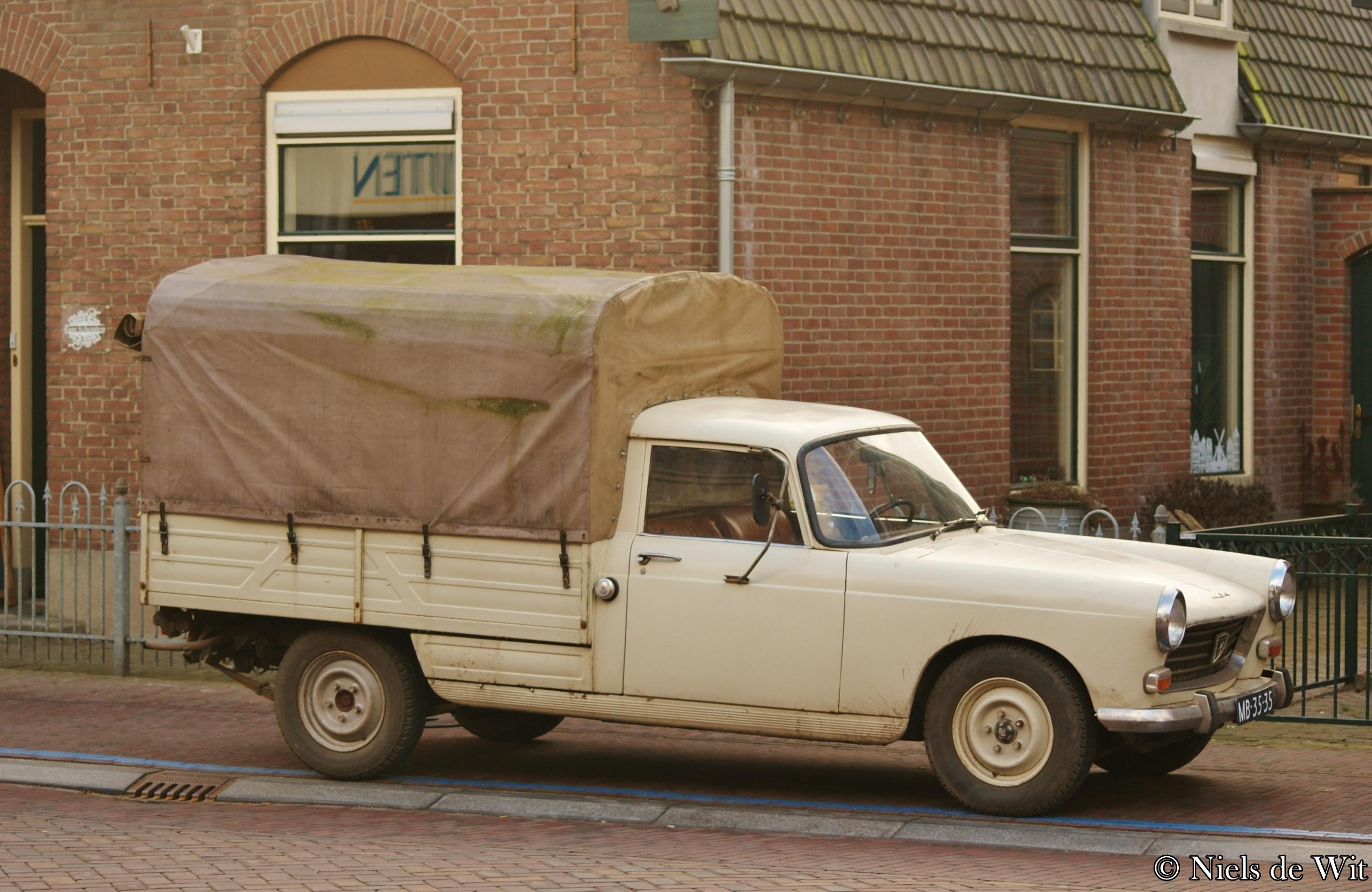 file 1974 peugeot 404 pick up 16539254035 jpg. Black Bedroom Furniture Sets. Home Design Ideas