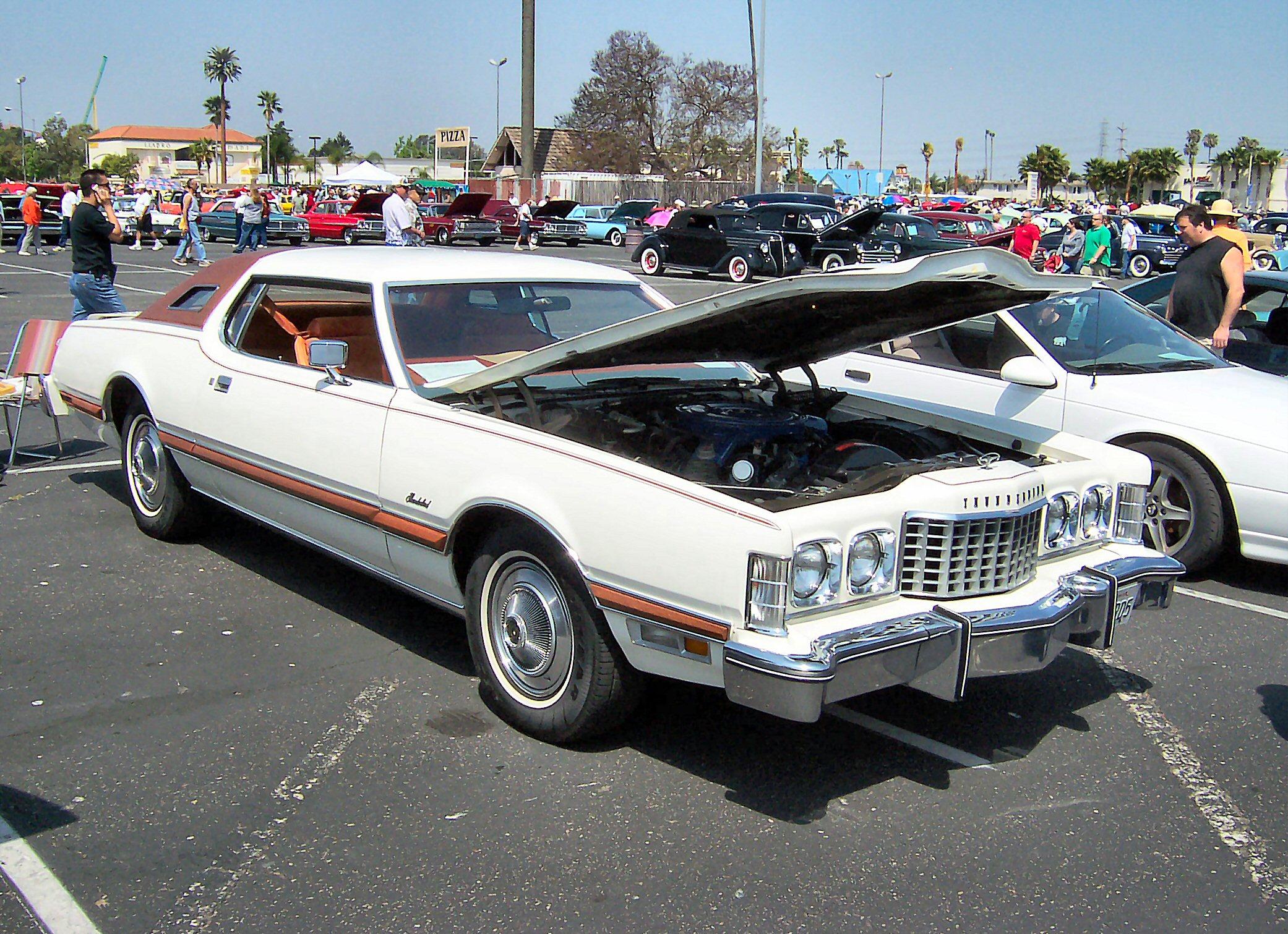 File:1975 Ford Thunderbird.jpg - Wikimedia Commons