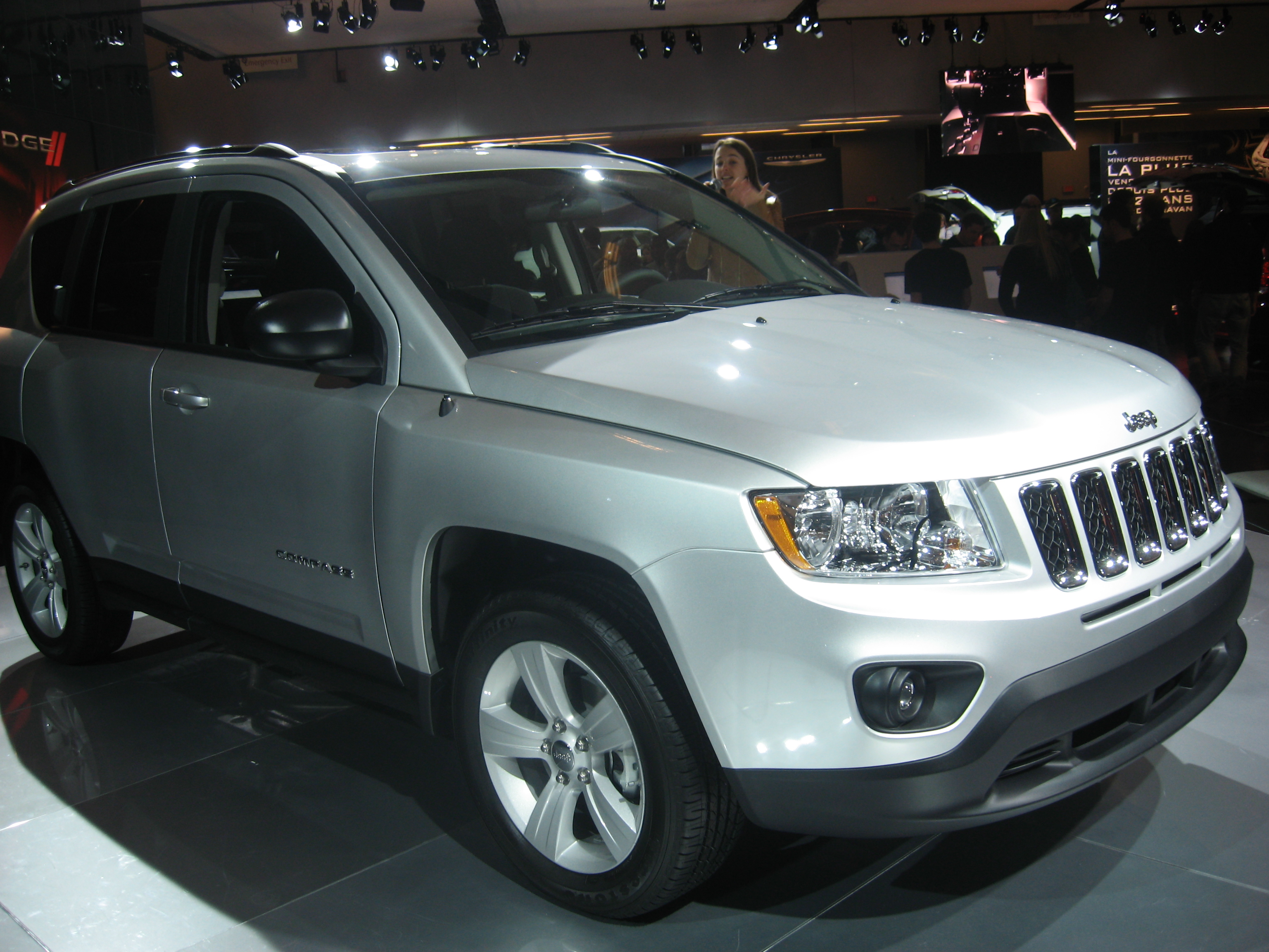 file 2011 jeep compass facelift jpg wikimedia commons rh commons wikimedia org Inside Jeep Compass Manual 2011 jeep compass used manual transmission