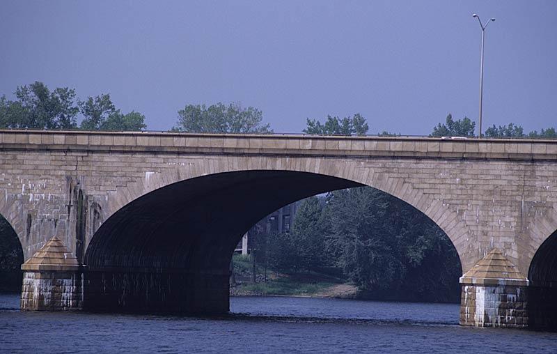 File:215 17 Morgan G. Bulkeley Bridge, middle arch.jpg