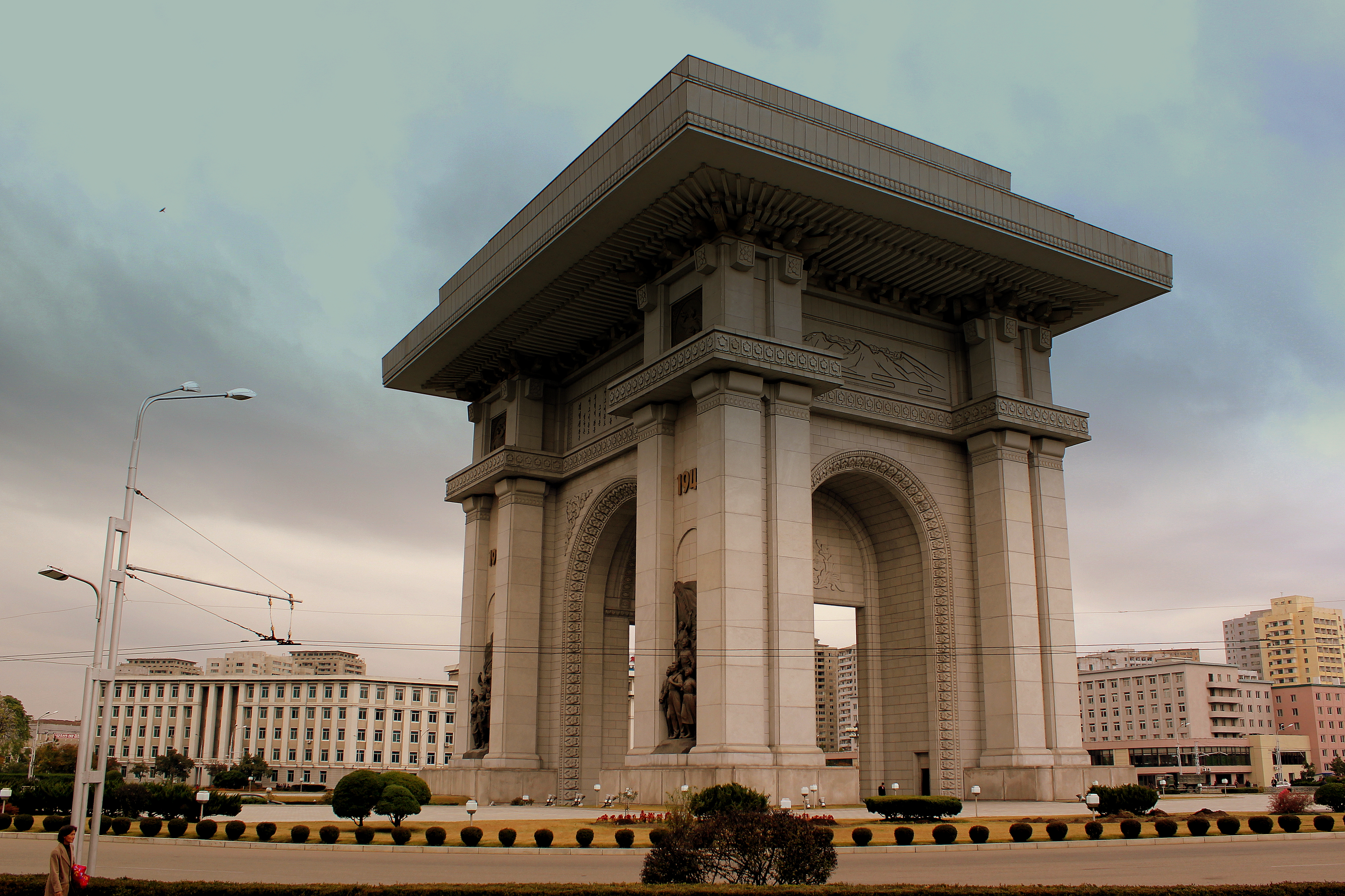 file:arch of triumph pyongyang city dprk north korea oct 2012