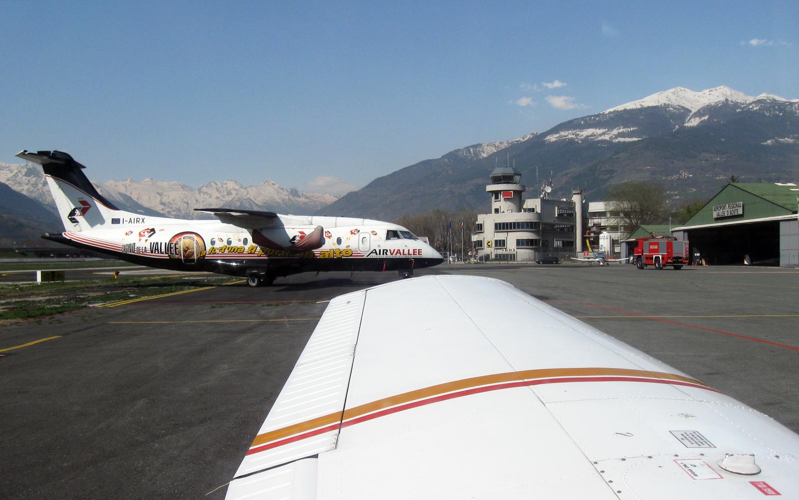 Aeroporto Aosta : File aeroporto di aosta limw wikimedia commons