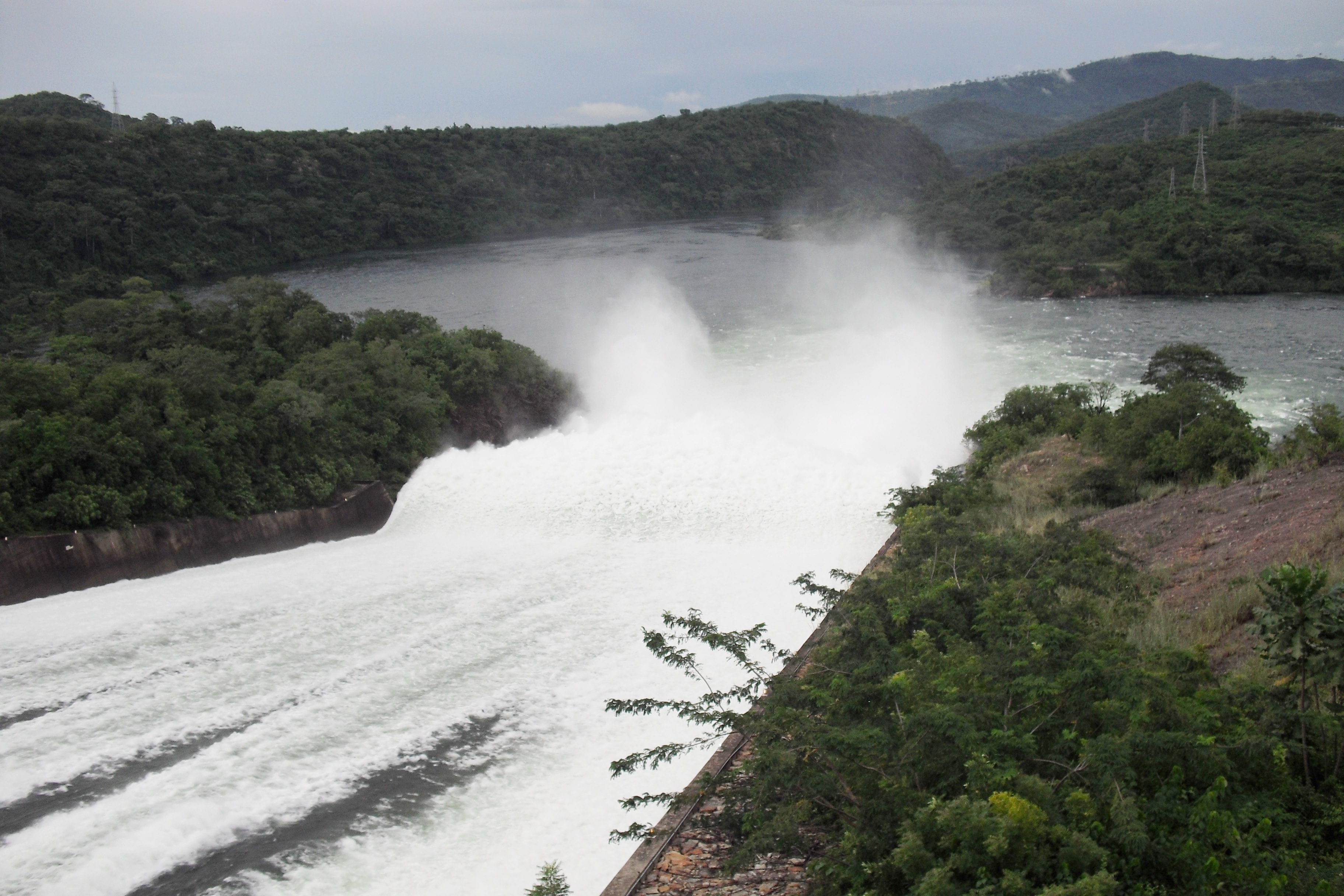 Akosombo Ghana  city pictures gallery : Description Akosombo Dam spilling water, Akosombo, Ghana 20101106 ...