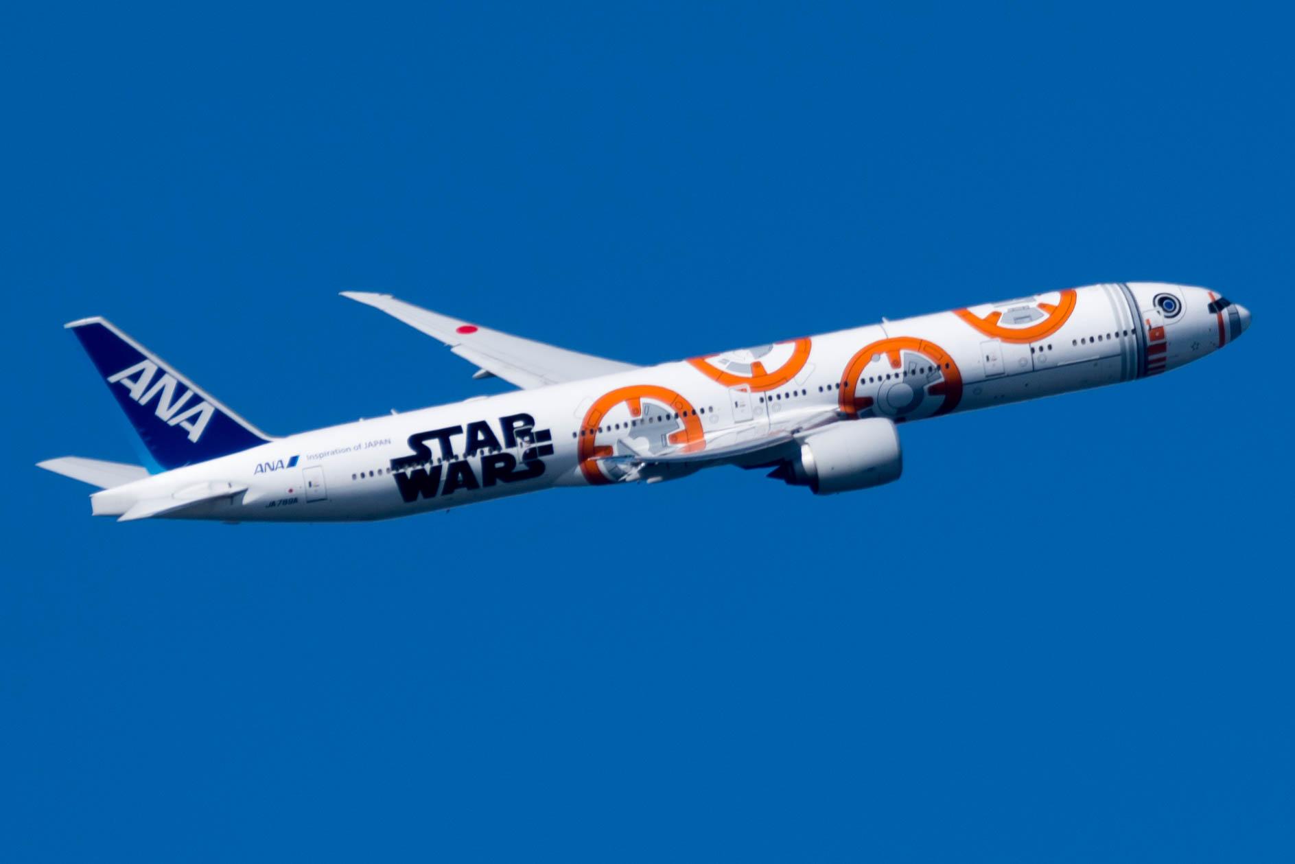 Datei:All Nippon Airways (Star Wars BB-8 livery) Boeing 777 (JA789A) at  Tokyo Haneda Airport.jpg – Wikipedia