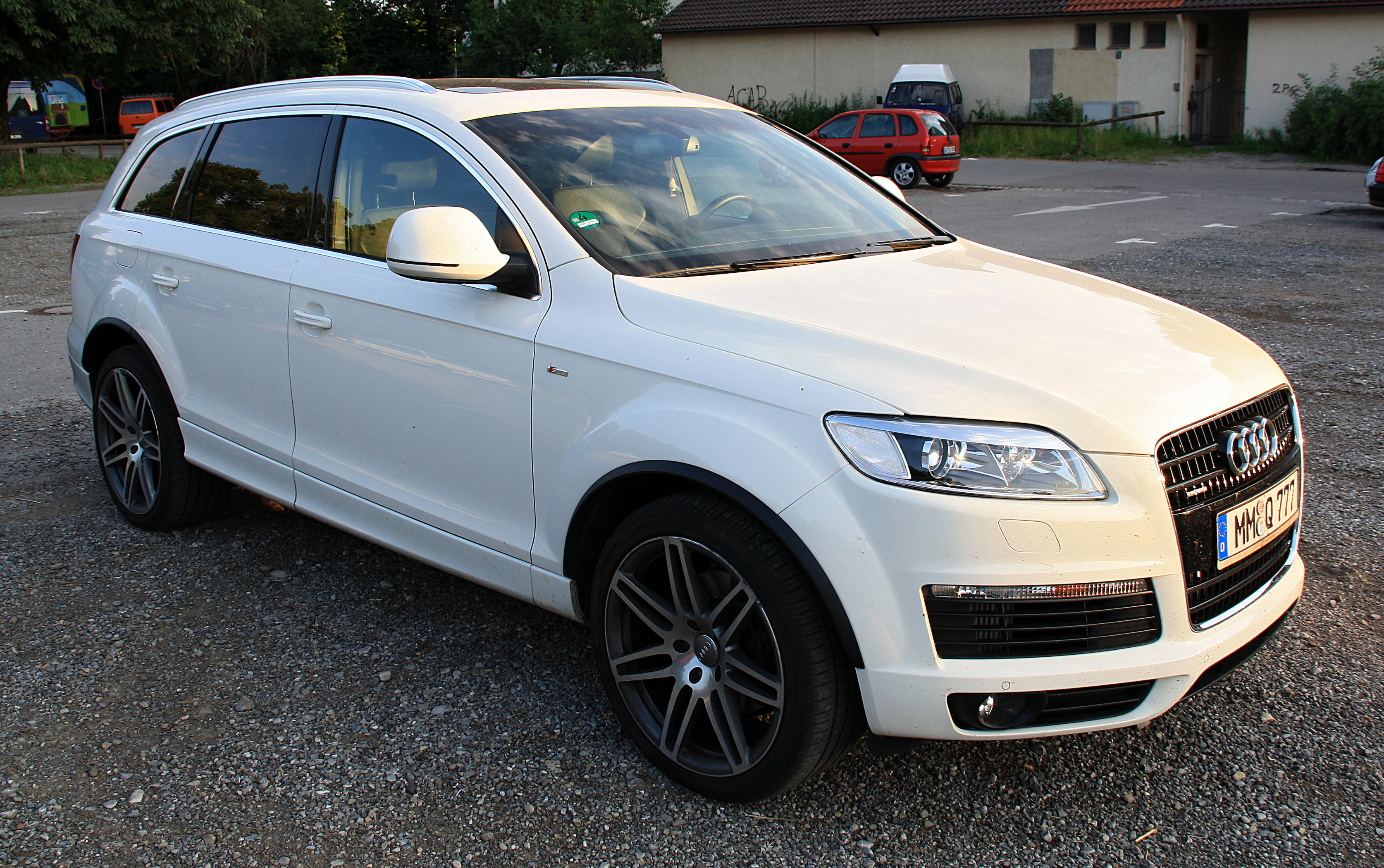 File Audi Q7 Front White Jpg Wikimedia Commons