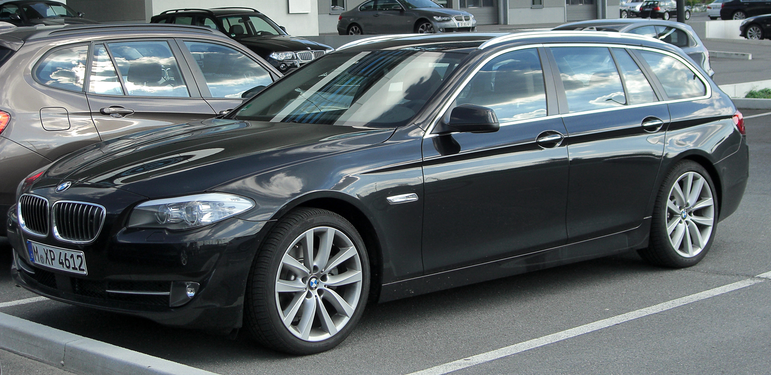 File Bmw 520d Touring F11 Front 20100821 Jpg Wikimedia