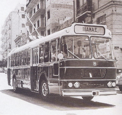 https://upload.wikimedia.org/wikipedia/commons/7/7b/Biamax_trolley.jpg
