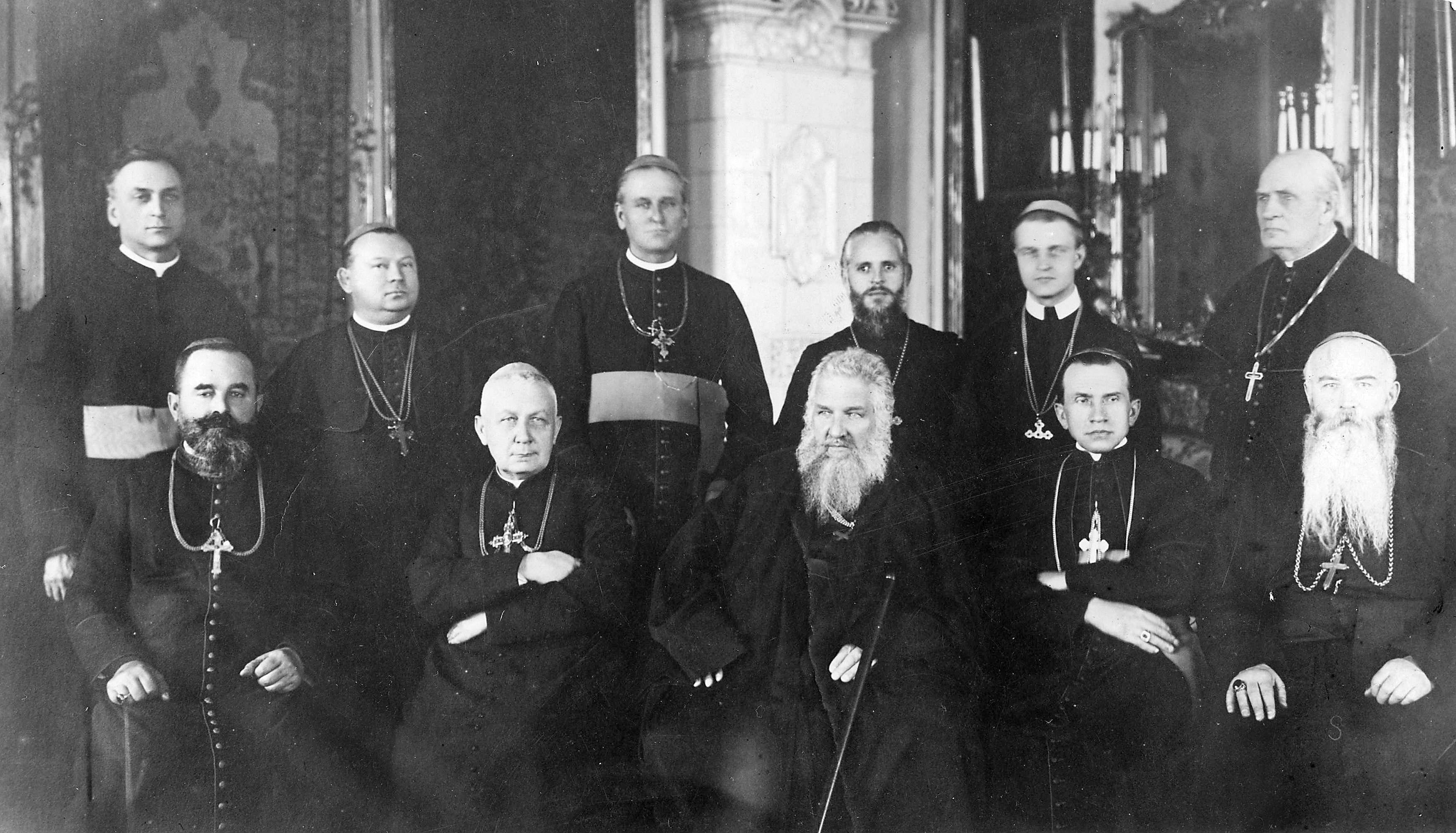 Metropolitterkeepark Andreas Sjeptytskyj blant gresk-katolske biskoper under et møte i Lviv i desember 1927. Ved siden av metropolitten er de salige biskopene Gregor Khomysjyn, Niketas Budka og Josafat Kotsylovskyj.