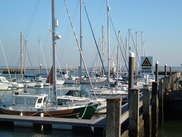File:Boats at the mouth of the River Lymington - geograph.org.uk - 592863.jpg