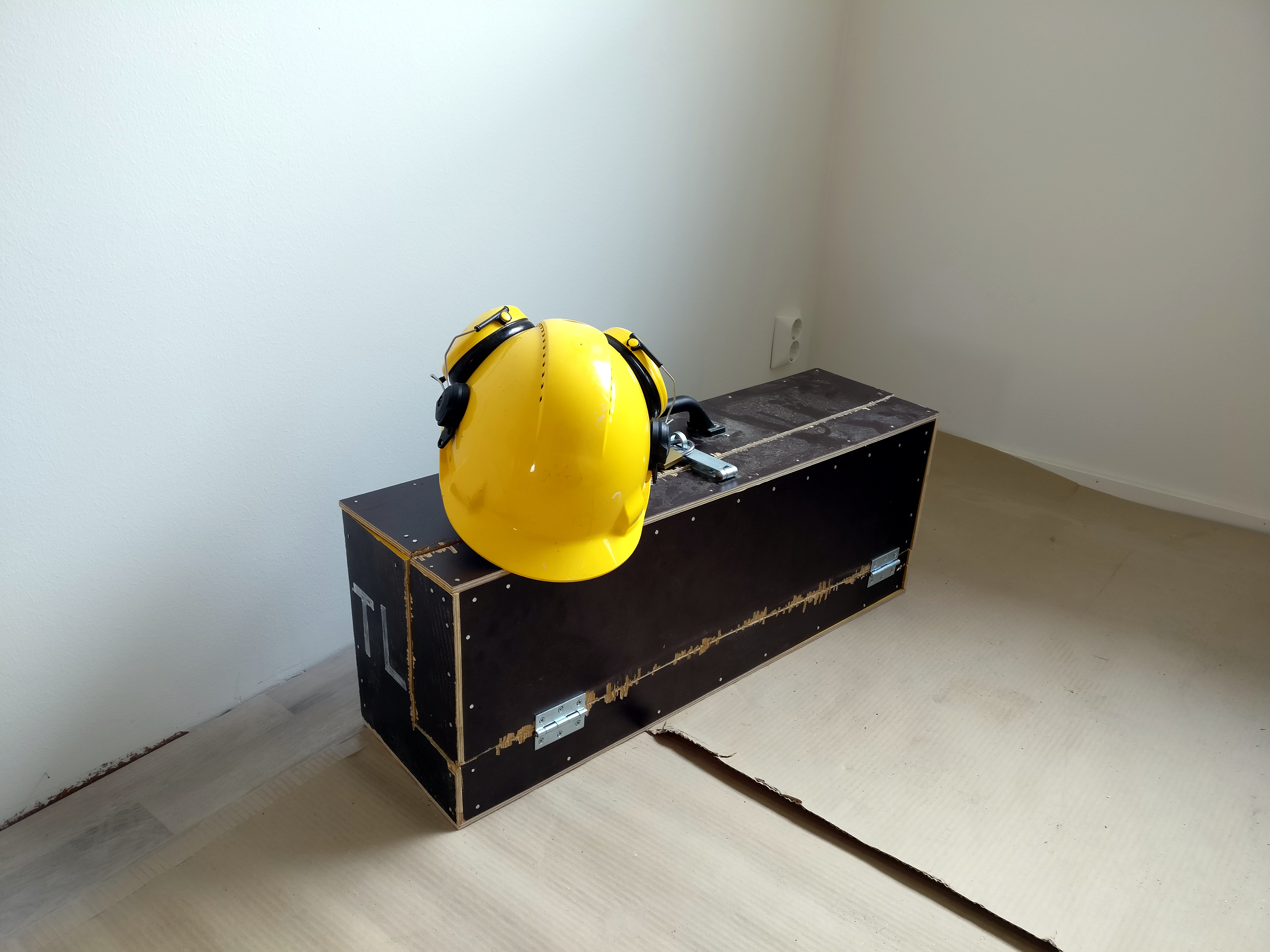 File:Builders Toolbox And Hard Hat