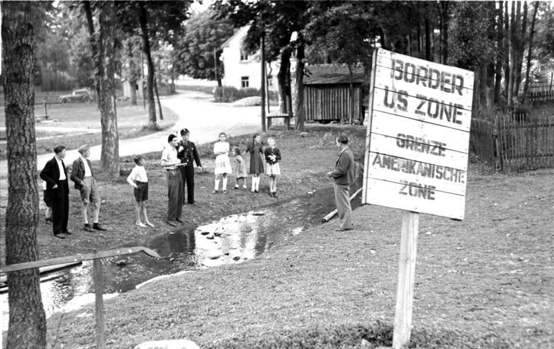 Bundesarchiv Bild 183-N0415-363, Mödlareuth, Zonengrenze