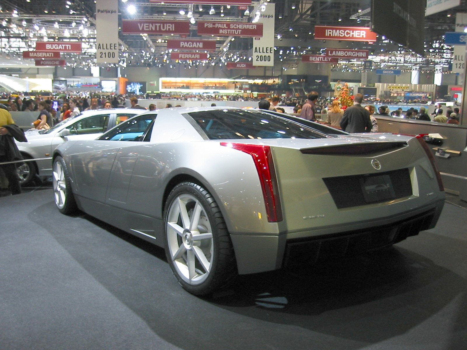 Cadillac Cien (rear angle)