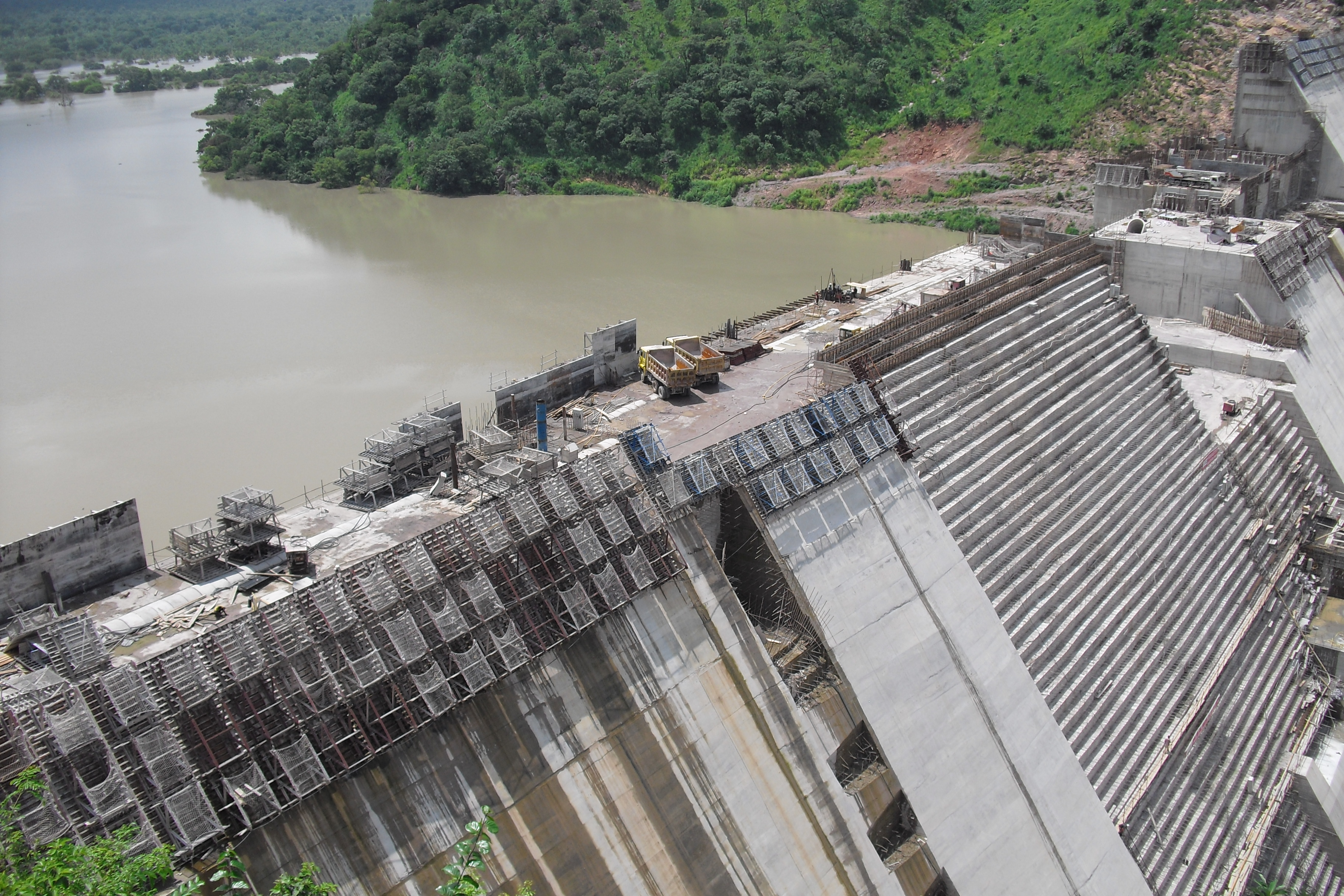 the effects of dam construction on The aswan high dam has produced several negative side effects, however, chief of which is a gradual decrease in the fertility and hence the productivity of egypt's riverside agricultural.