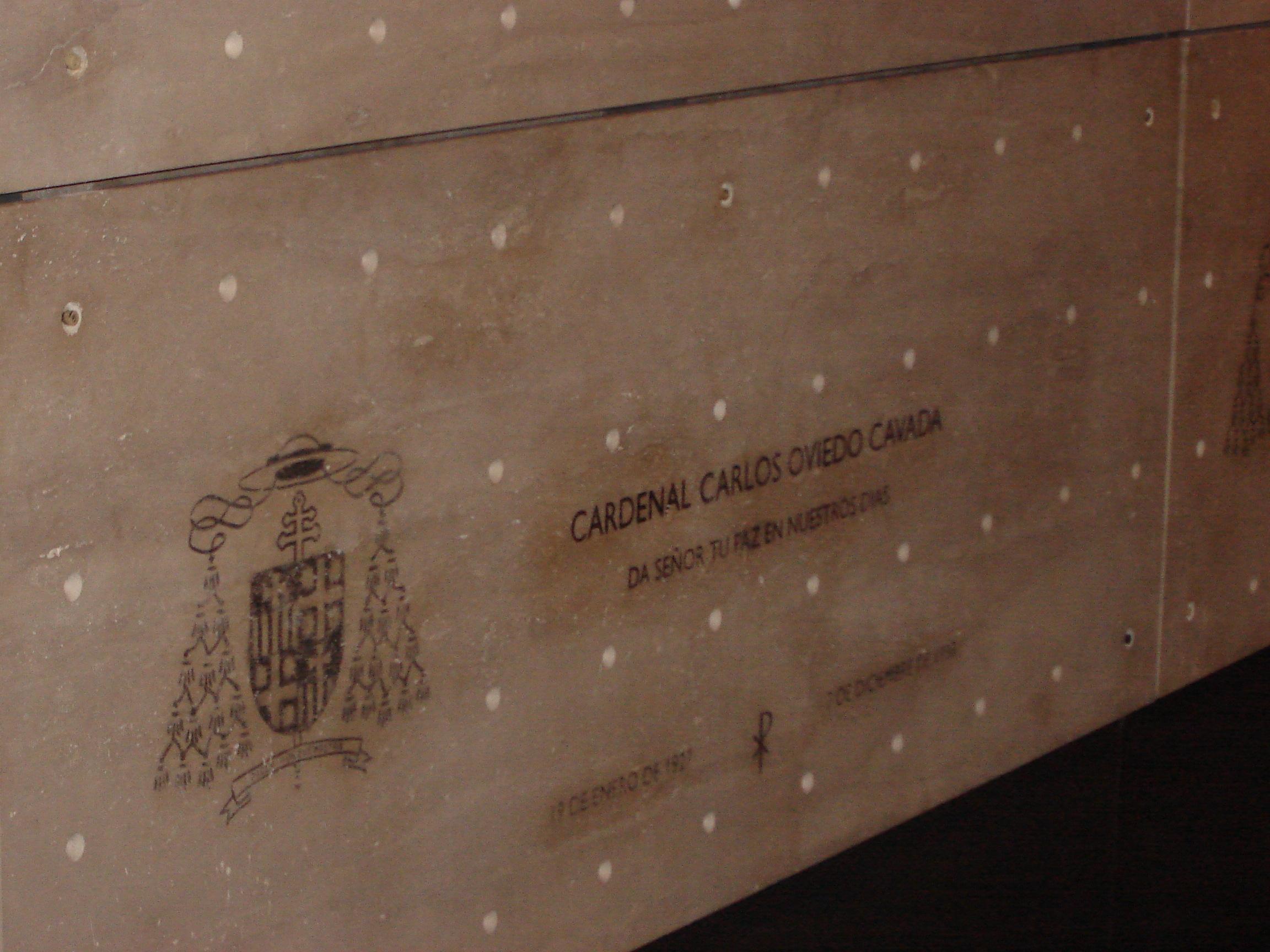 Urna del Cardenal Oviedo en la [[Catedral Metropolitana de Santiago