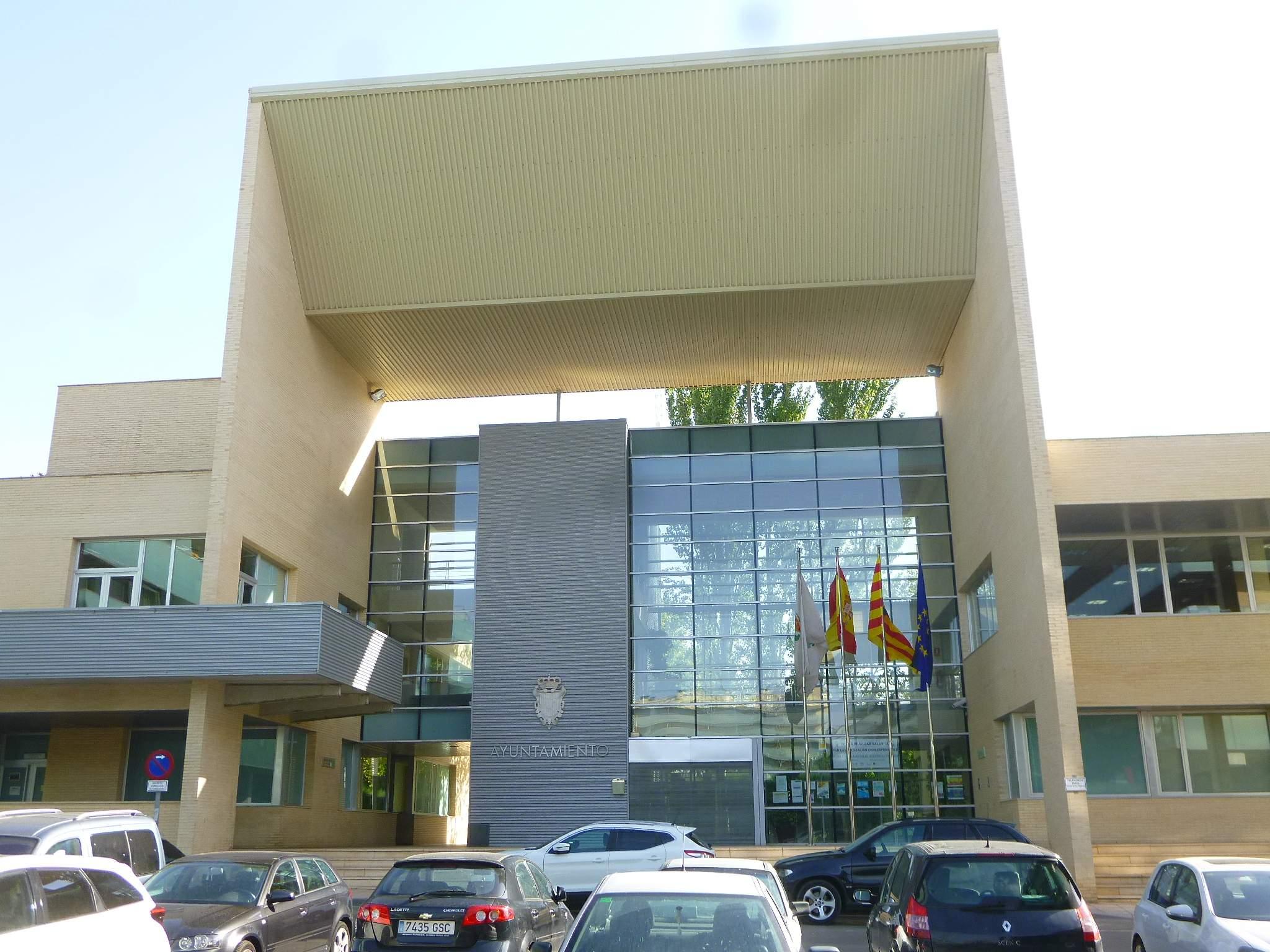 File:Cuarte de Huerva - Ayuntamiento 2.jpg - Wikimedia Commons