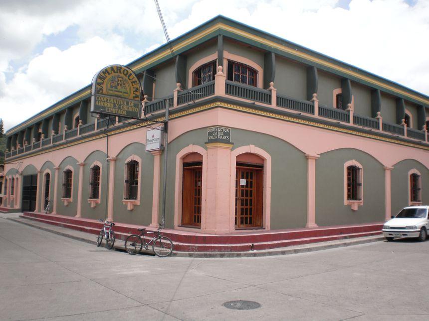File:Edificio de la Cooperativa de Ahorro y Crédito Sanmarqueña ...