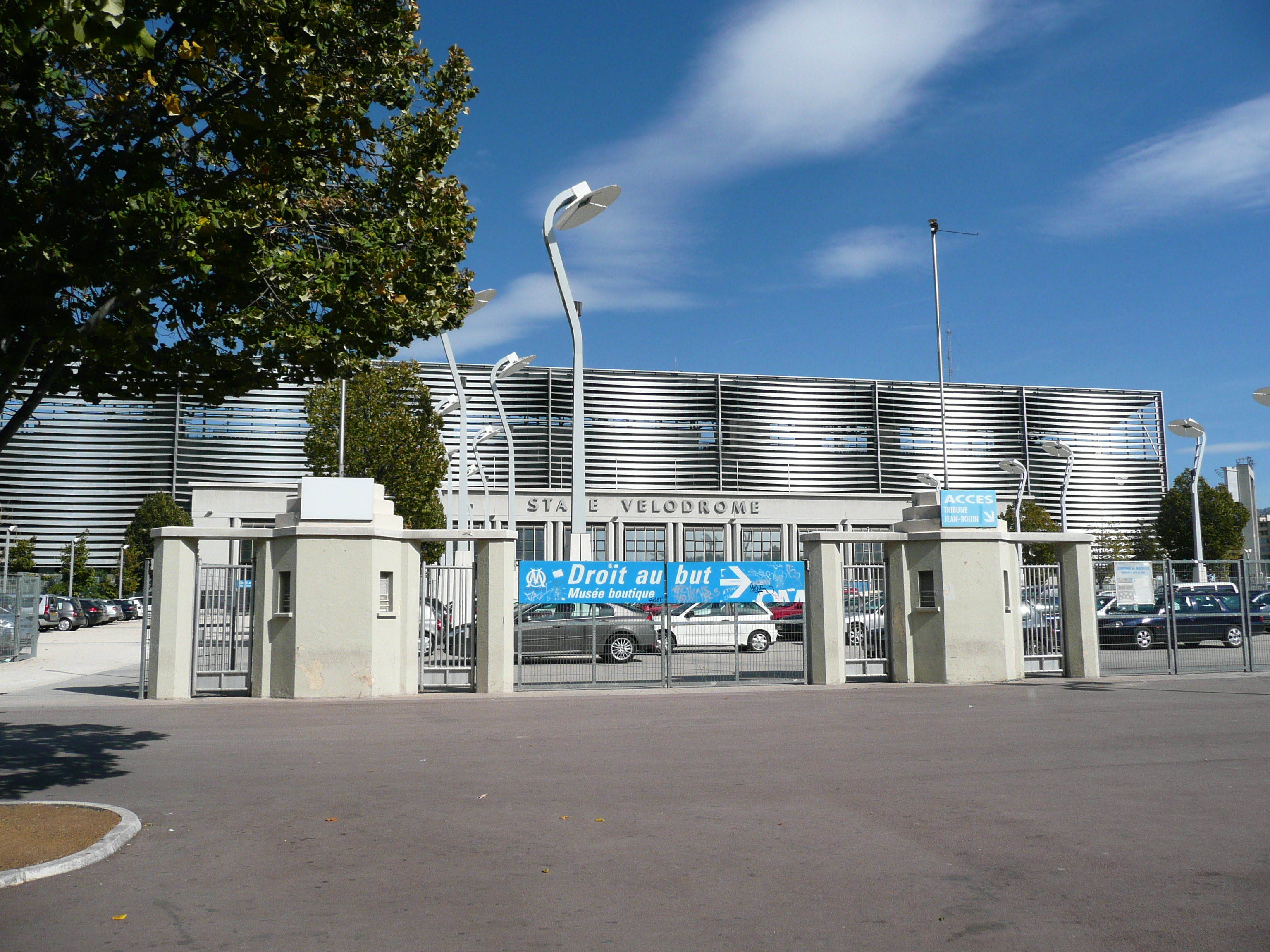File entr e stade wikimedia commons for Porte 7 stade velodrome