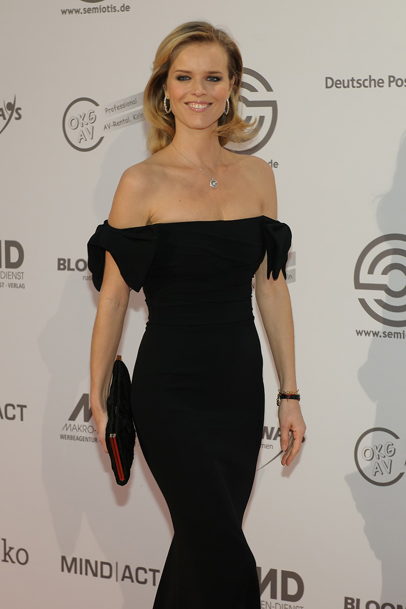 The 44-year old daughter of father (?) and mother(?), 177 cm tall Eva Herzigová in 2017 photo