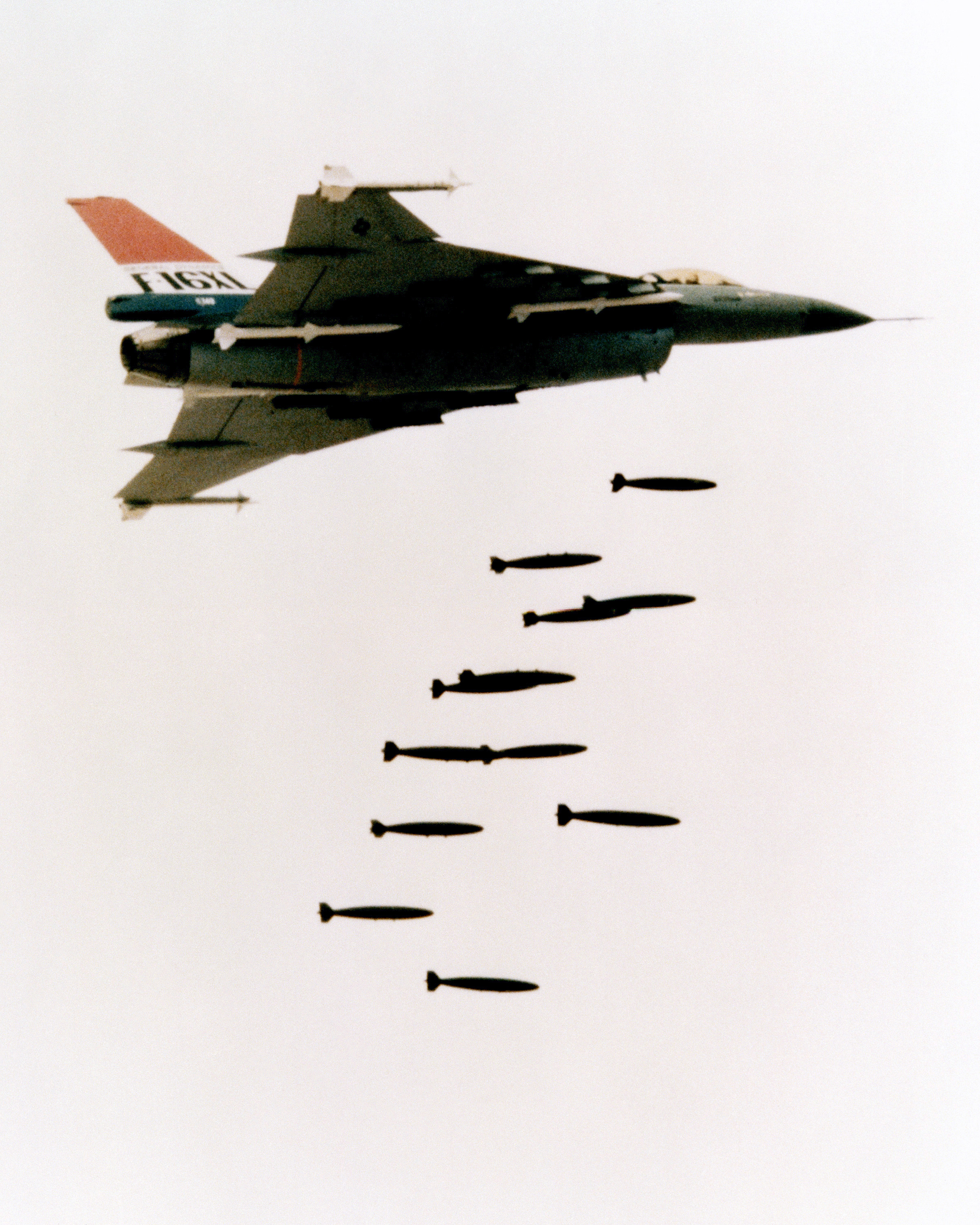 File:F-16XL dropping bombs.jpg - Wikimedia Commons