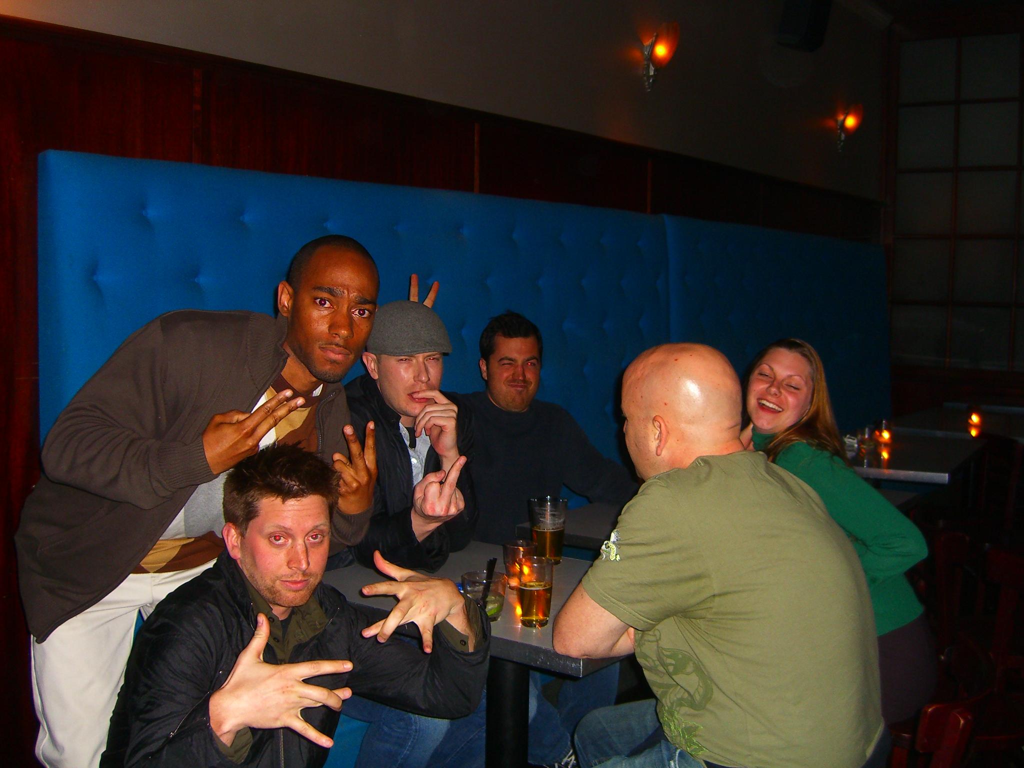 Four_gang_signs%2C_one_middle_finger%2C_and_one_pair_of_bunny_ears Wunderbar Edelstahl Außenleuchten Mit Bewegungsmelder Dekorationen