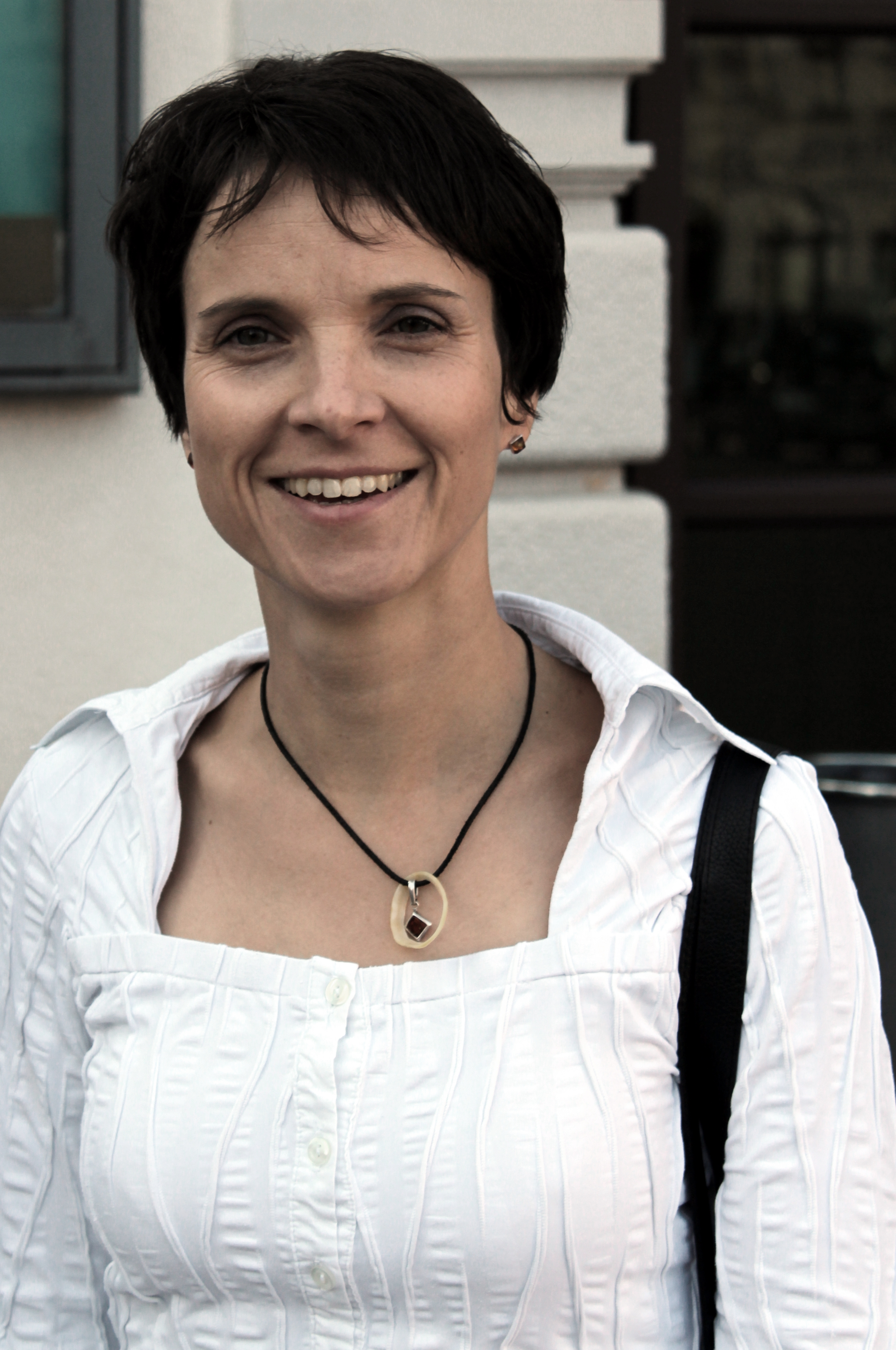 Frauje petry nackt