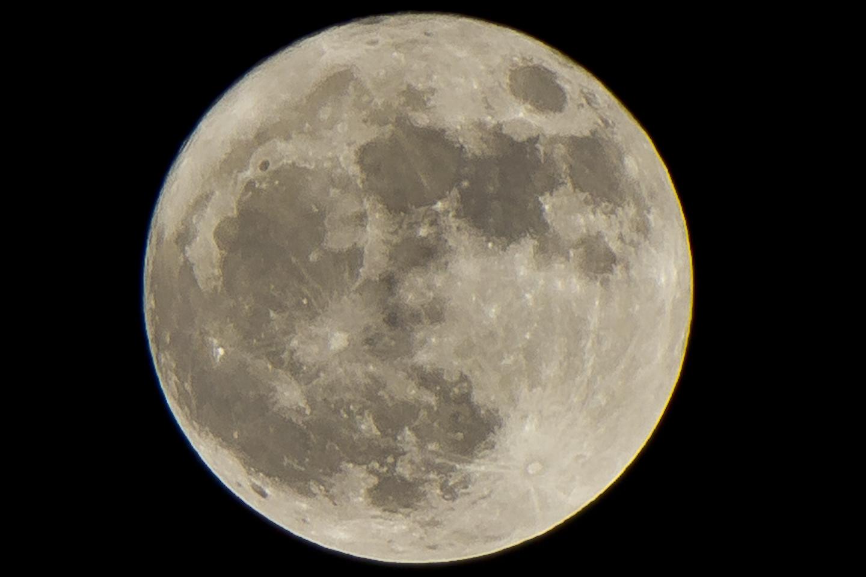 Moon - Moon close up ...