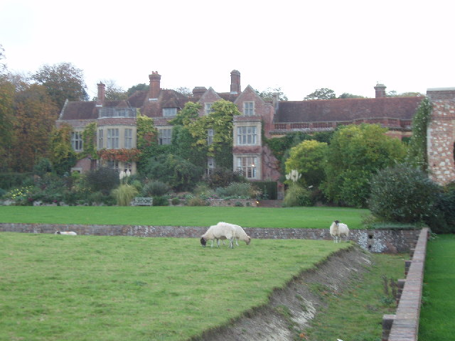 File:Glyndebourne - house with sheep and ha-ha - geograph.org.uk - 70380.jpg