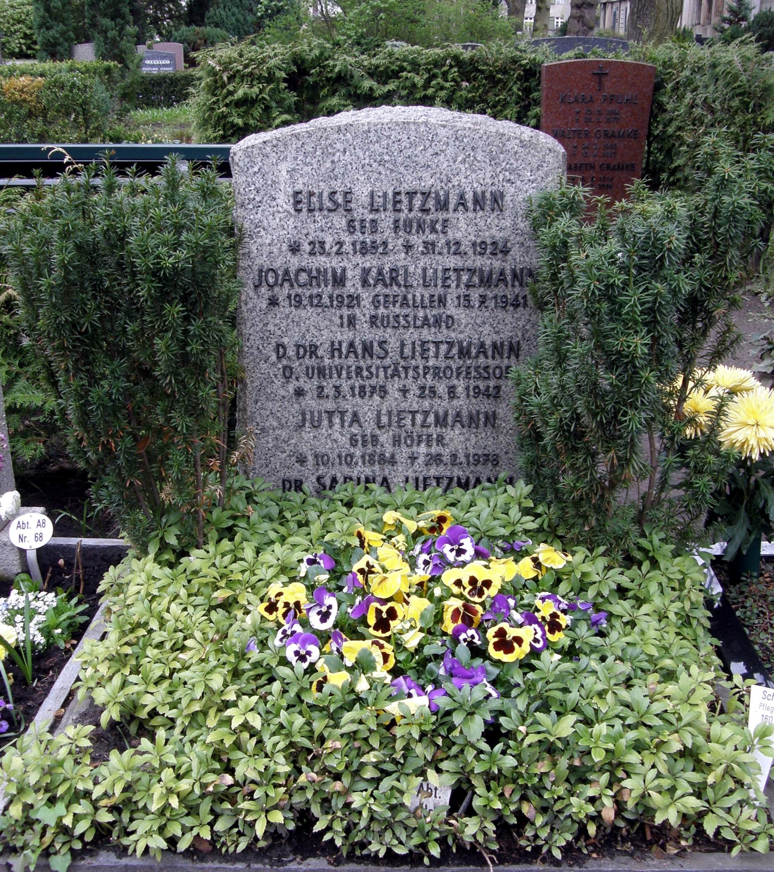 Grave of Lietzmann at the Friedhof Wilmersdorf in Berlin