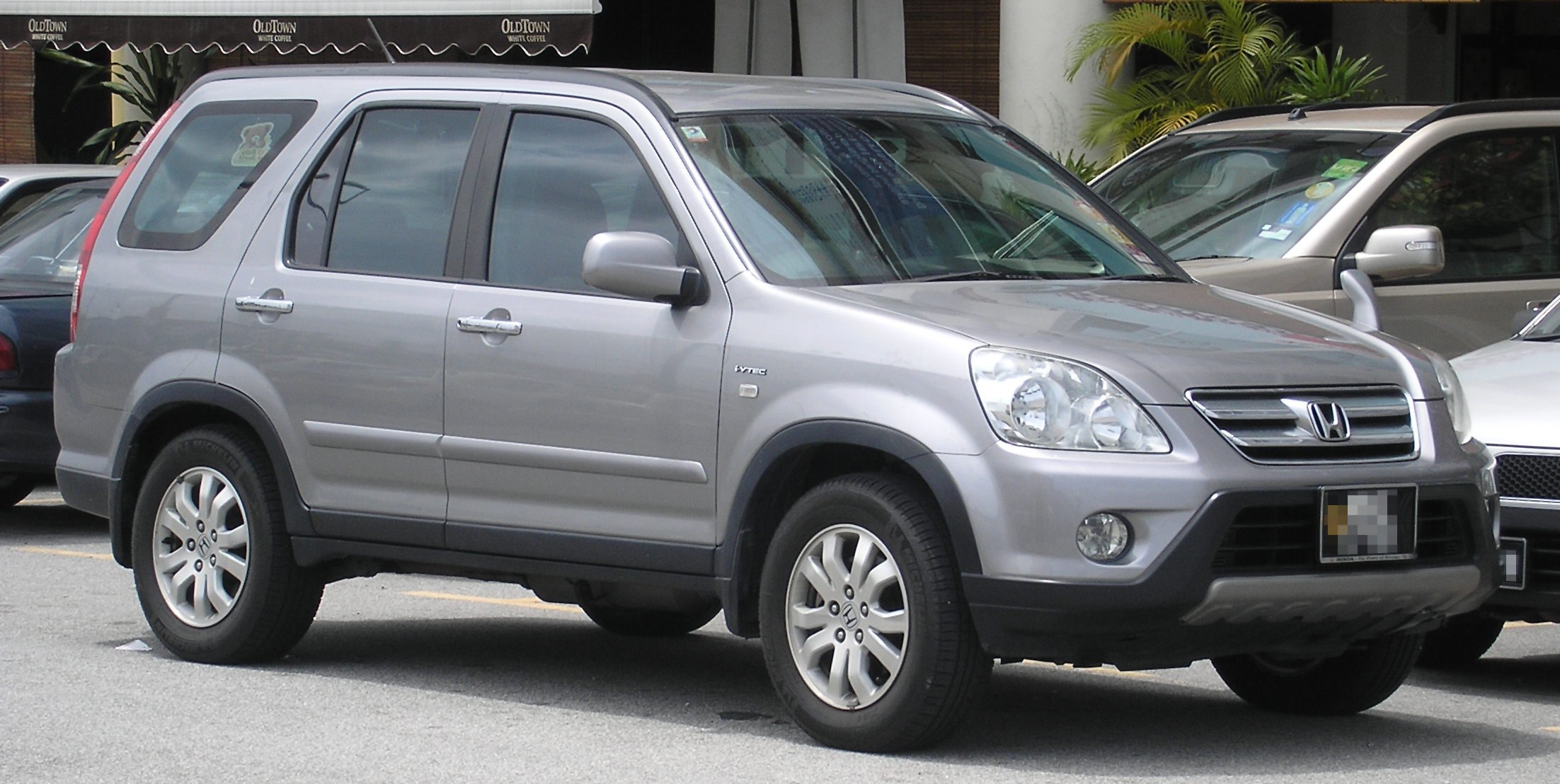 file honda cr v second generation first facelift front serdang     wikimedia commons