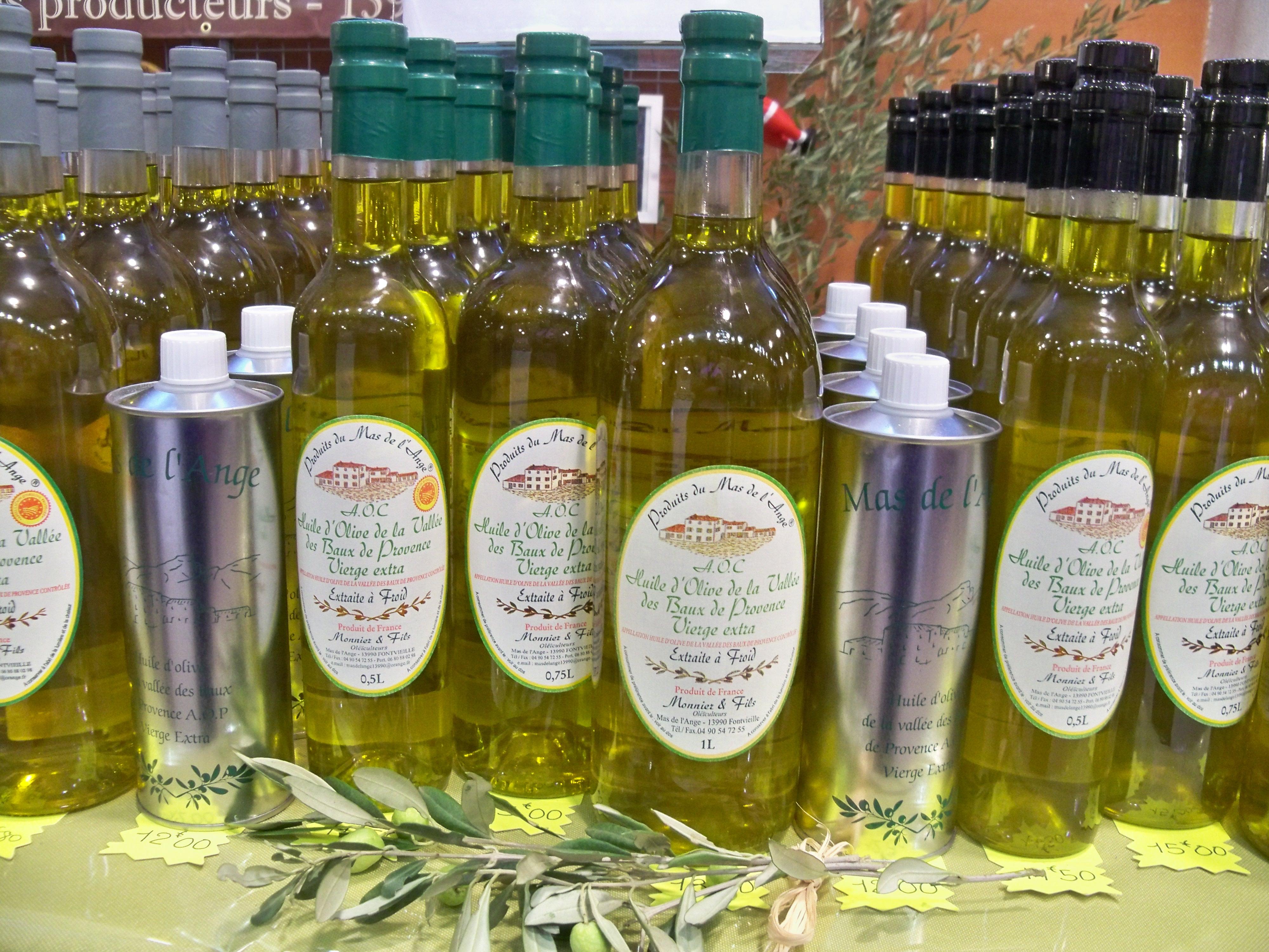 File huile d 39 olives des baux de provence jpg wikimedia for Huile d olive salon de provence