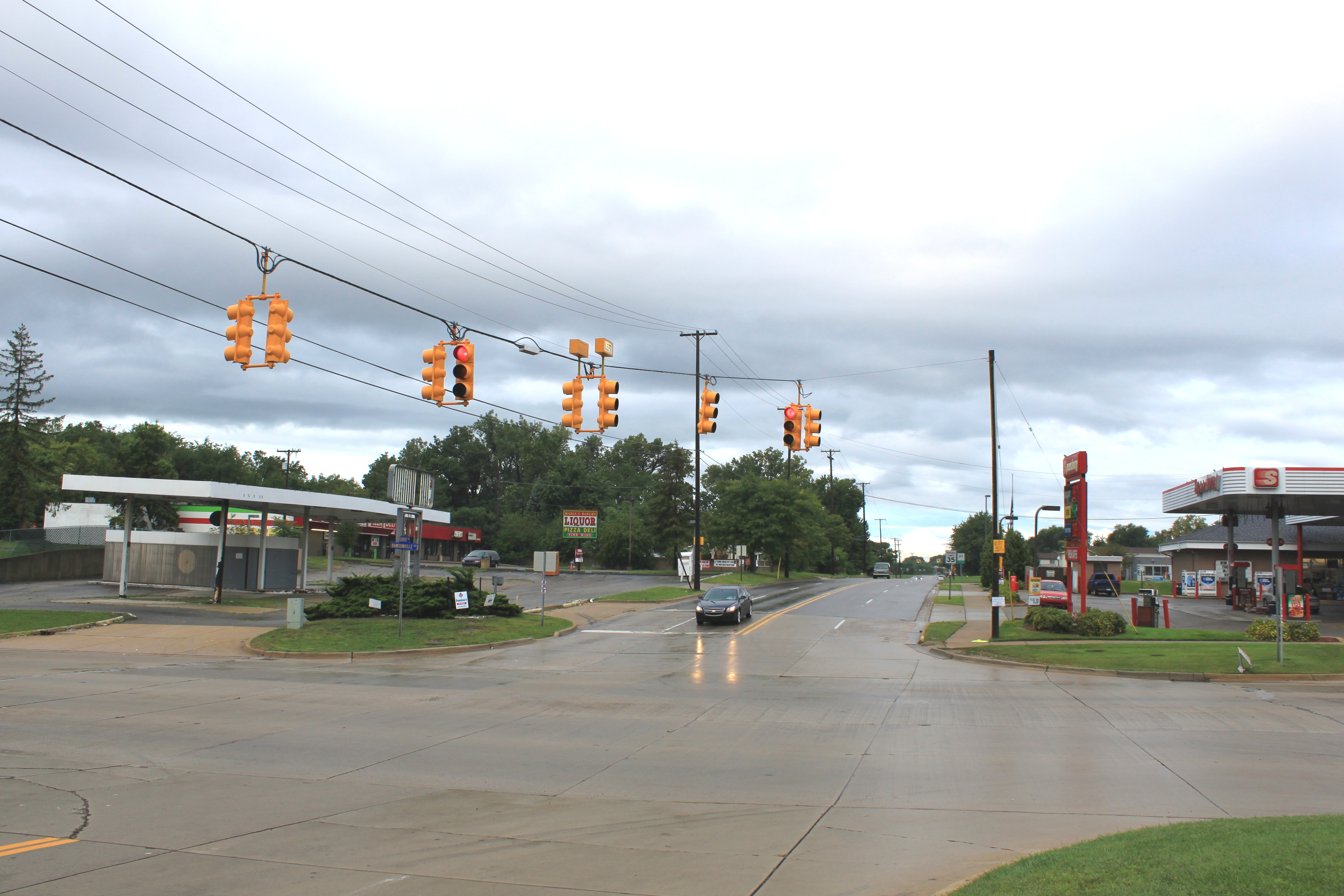 File:Intersection of Grove Road and Rawsonville Road facing