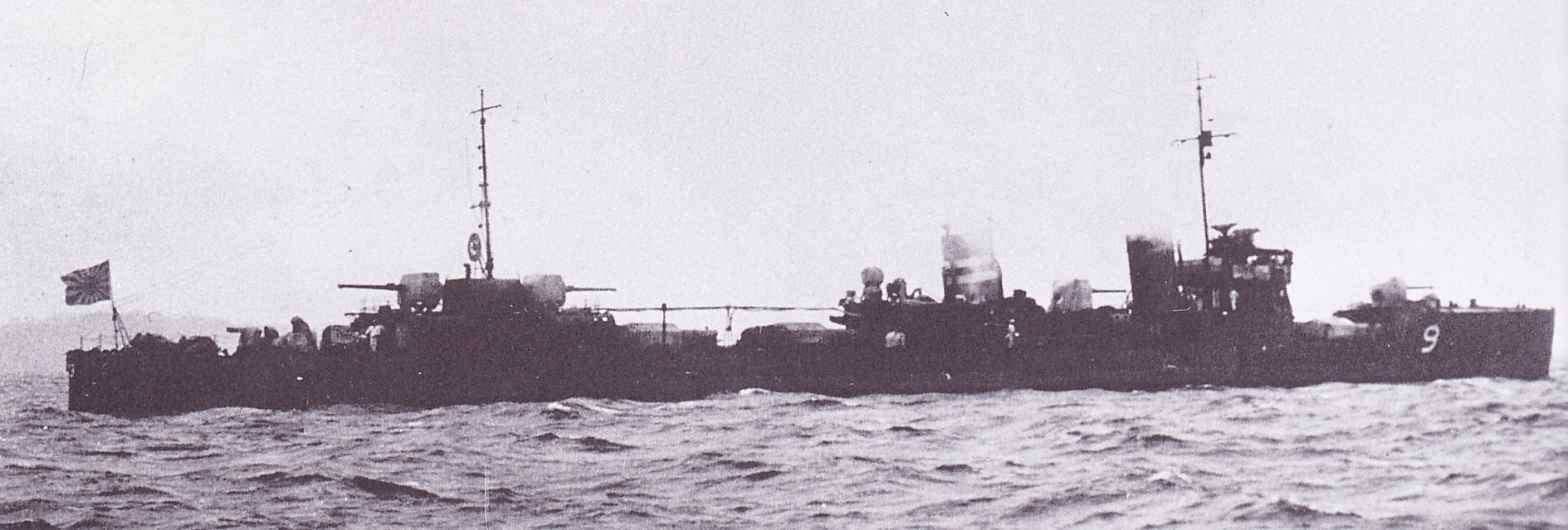 https://upload.wikimedia.org/wikipedia/commons/7/7b/Japanese_destroyer_Hatakaze_Taisho_14.jpg