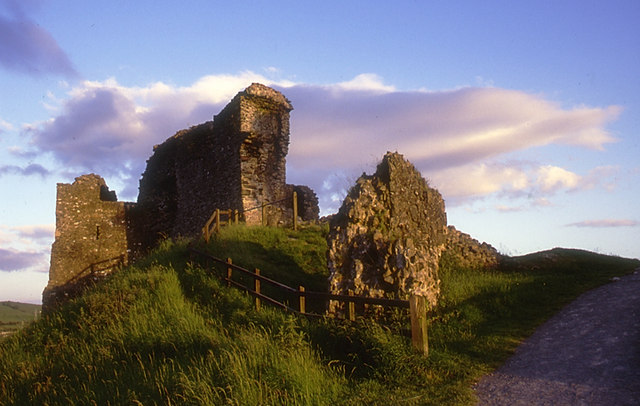 File:Kendal Castle at sunset.jpg