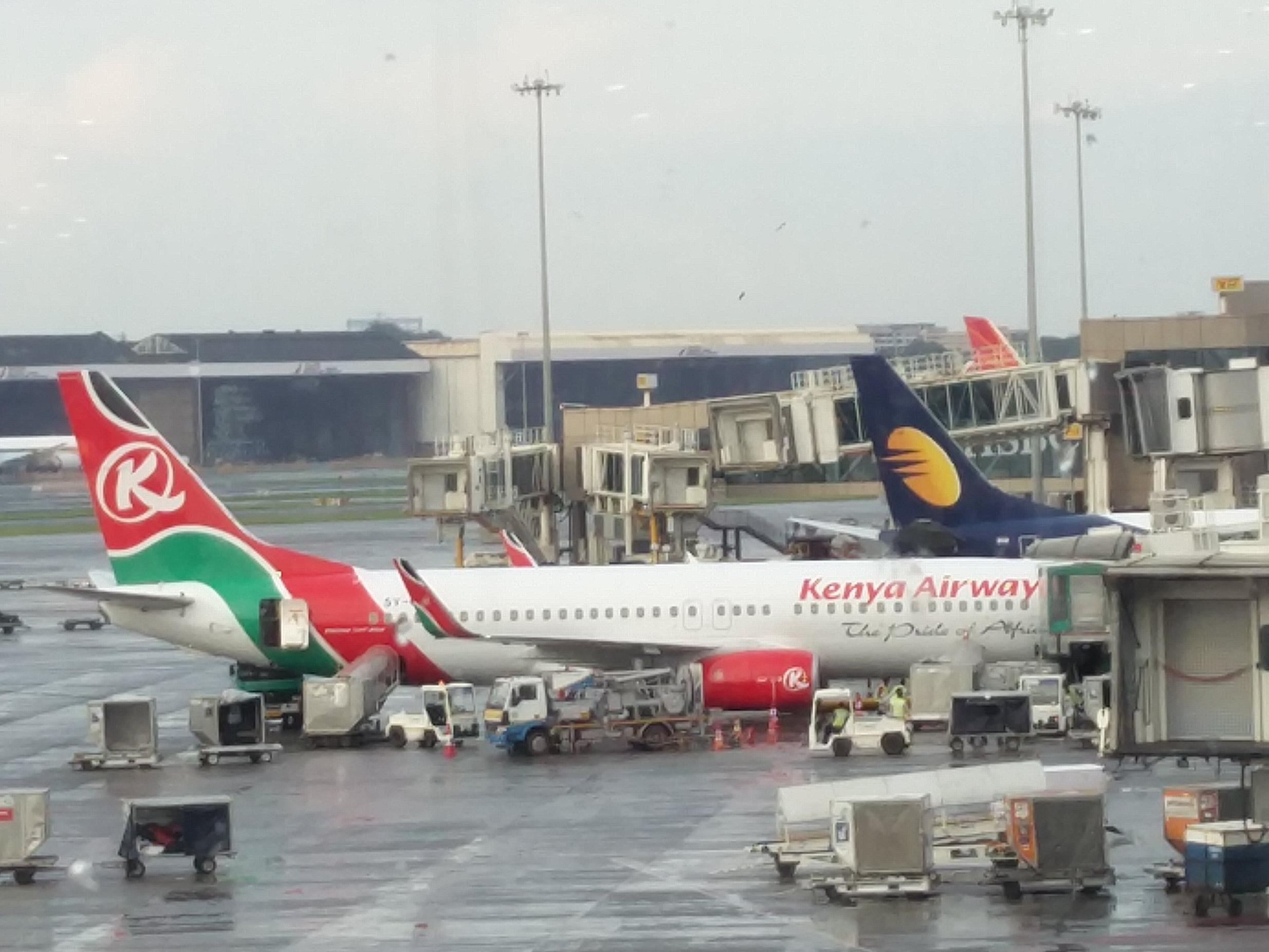 Aeroporto Kenya : File:kenya airways boeing 737 aircraft at mumbai airport.jpg