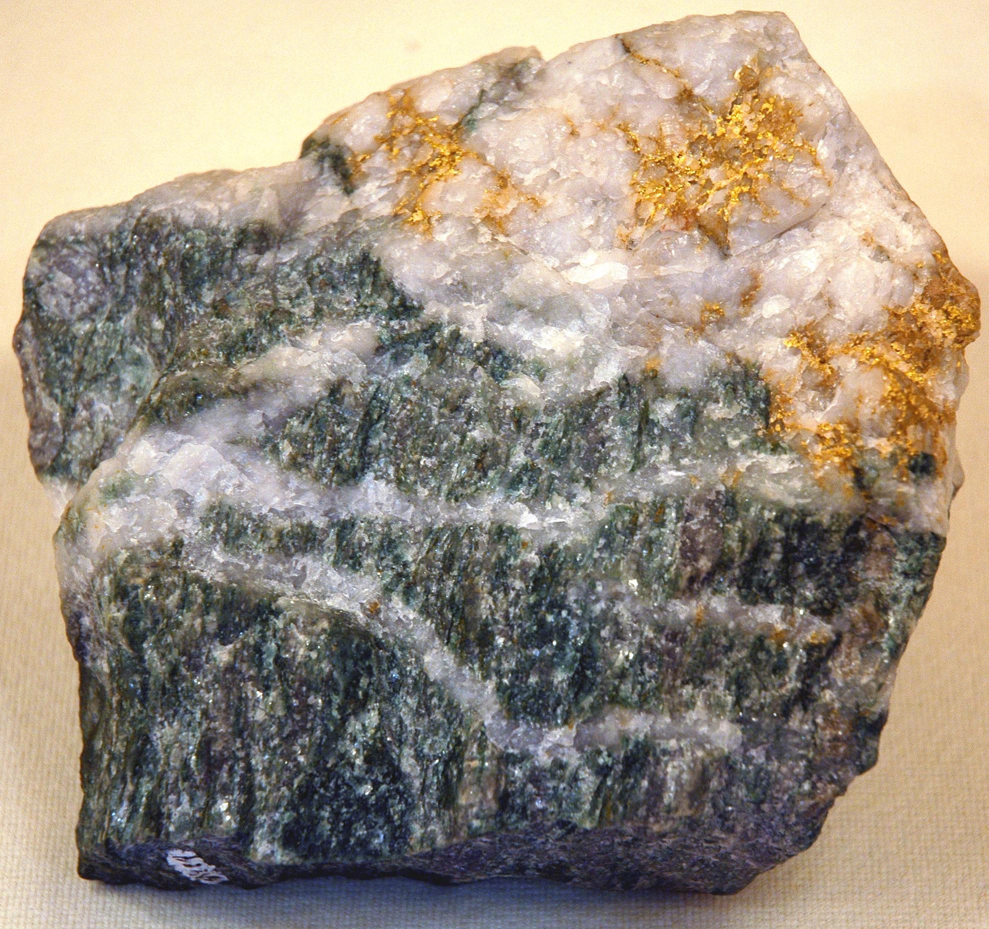 Gold Ore Quartz File:Larder Lake mine ...