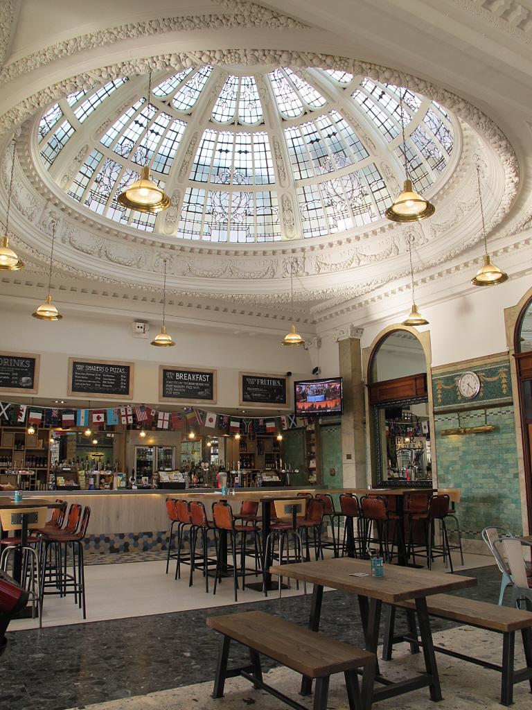 Bar De Putas file:manchester victoria station, bar-restaurant, geograph