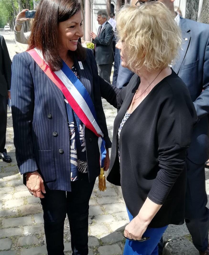 Con Anne Hidalgo, alcaldesa de París,