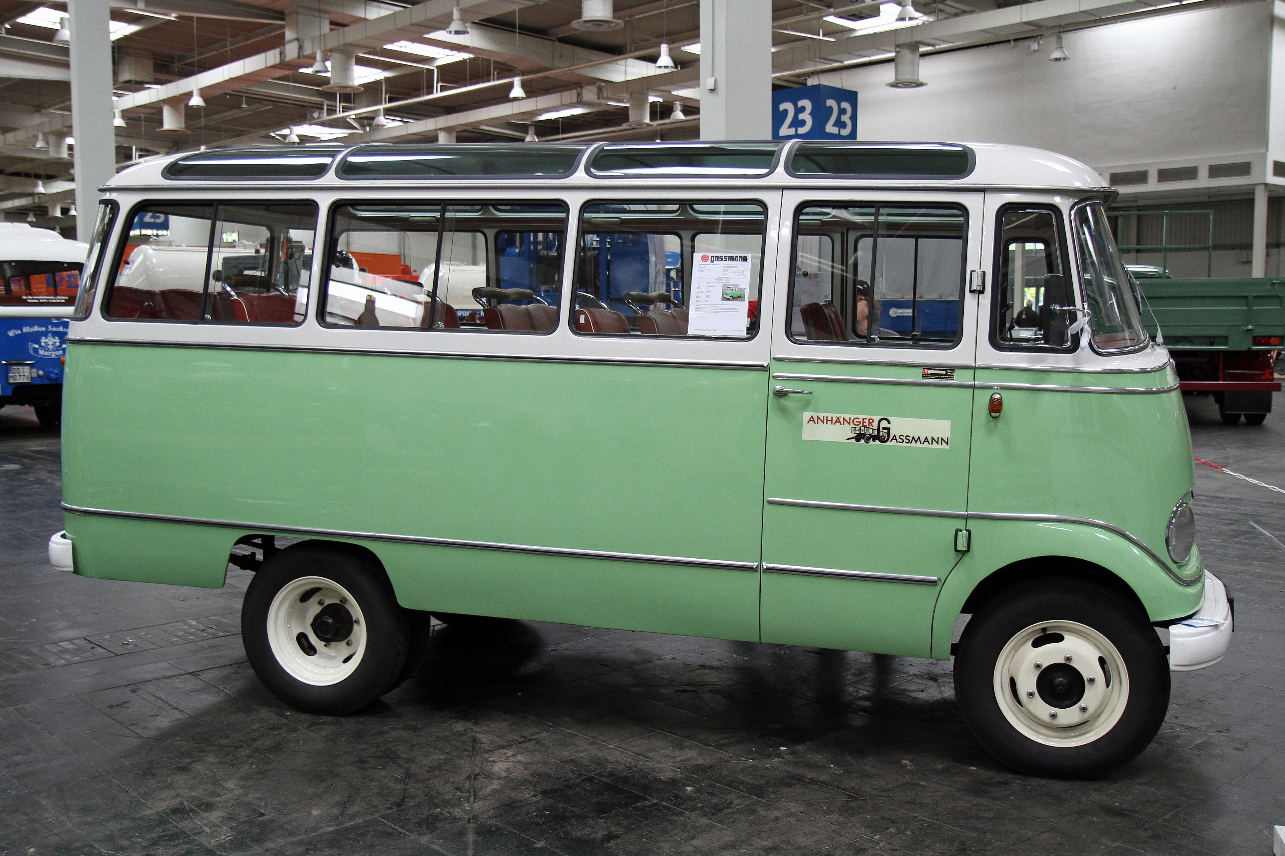 File:Mercedes-Benz O 319.jpg