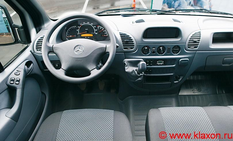 https://upload.wikimedia.org/wikipedia/commons/7/7b/Mercedes_Sprinter_Classic_interior_.jpg