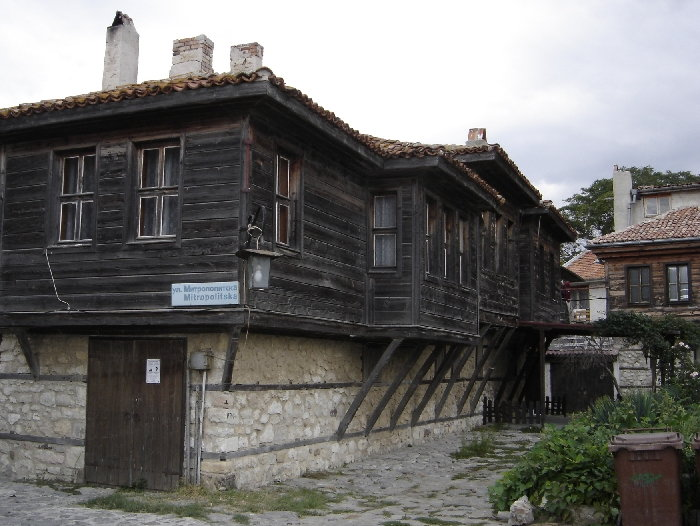 http://upload.wikimedia.org/wikipedia/commons/7/7b/Nesebar_-_Wooden_Houses.jpg