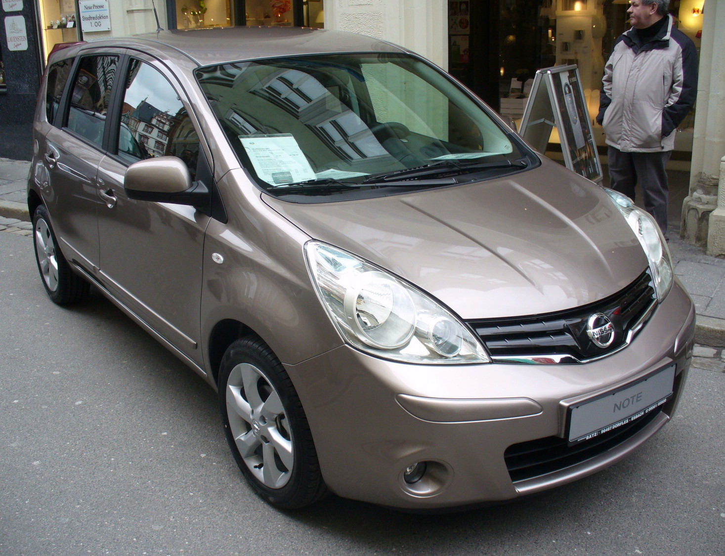 file nissan note tekna caf latte facelift 2009 jpg wikimedia commons. Black Bedroom Furniture Sets. Home Design Ideas