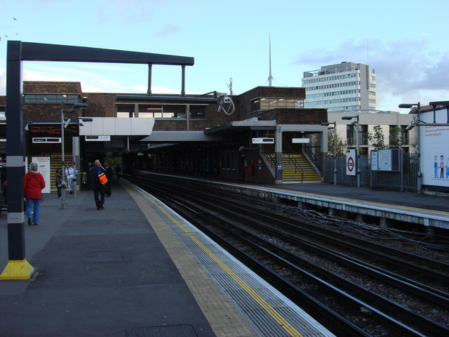 Platforms, Wembley Park tube station - geograph.org.uk - 604882