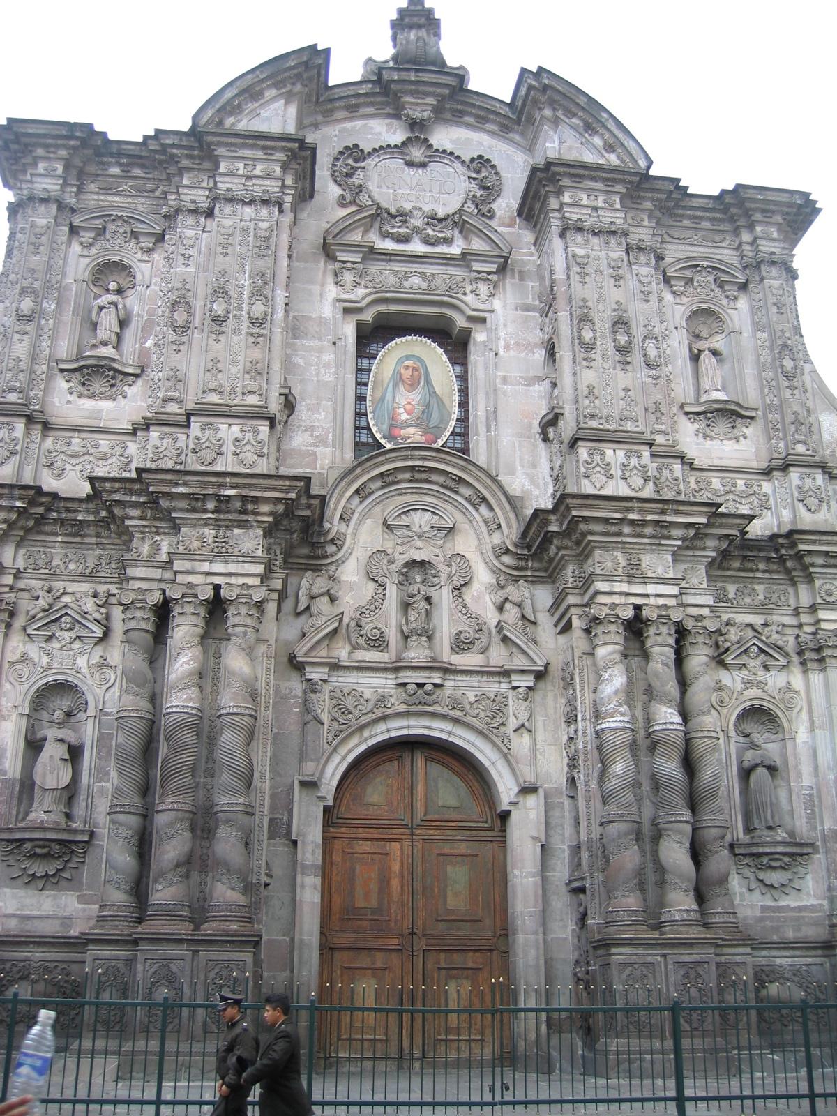Iglesia de la compa a quito wikipedia la for Interno a un convento